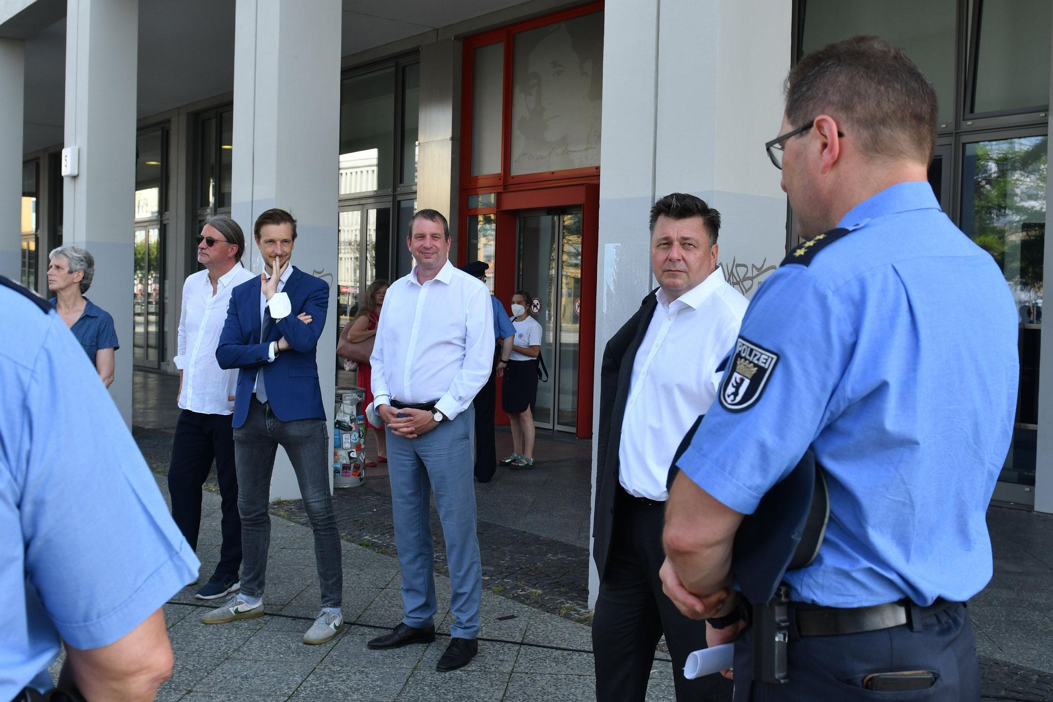 Kurzer Stopp auf dem Alice-Salomon-Platz vor der Hochschule. © pressefoto-uhlemann.de