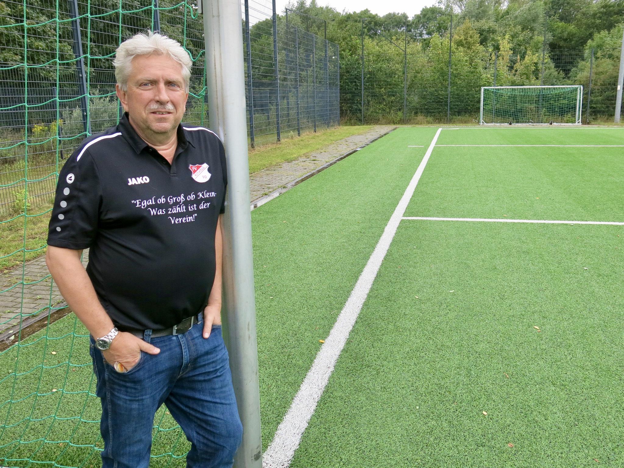 Vorstandschef Holger Scheibe gehört zu den Gründervätern von RWH. Das 30-jährige Bestehen seines Vereins hat er sich etwas anders vorgestellt.