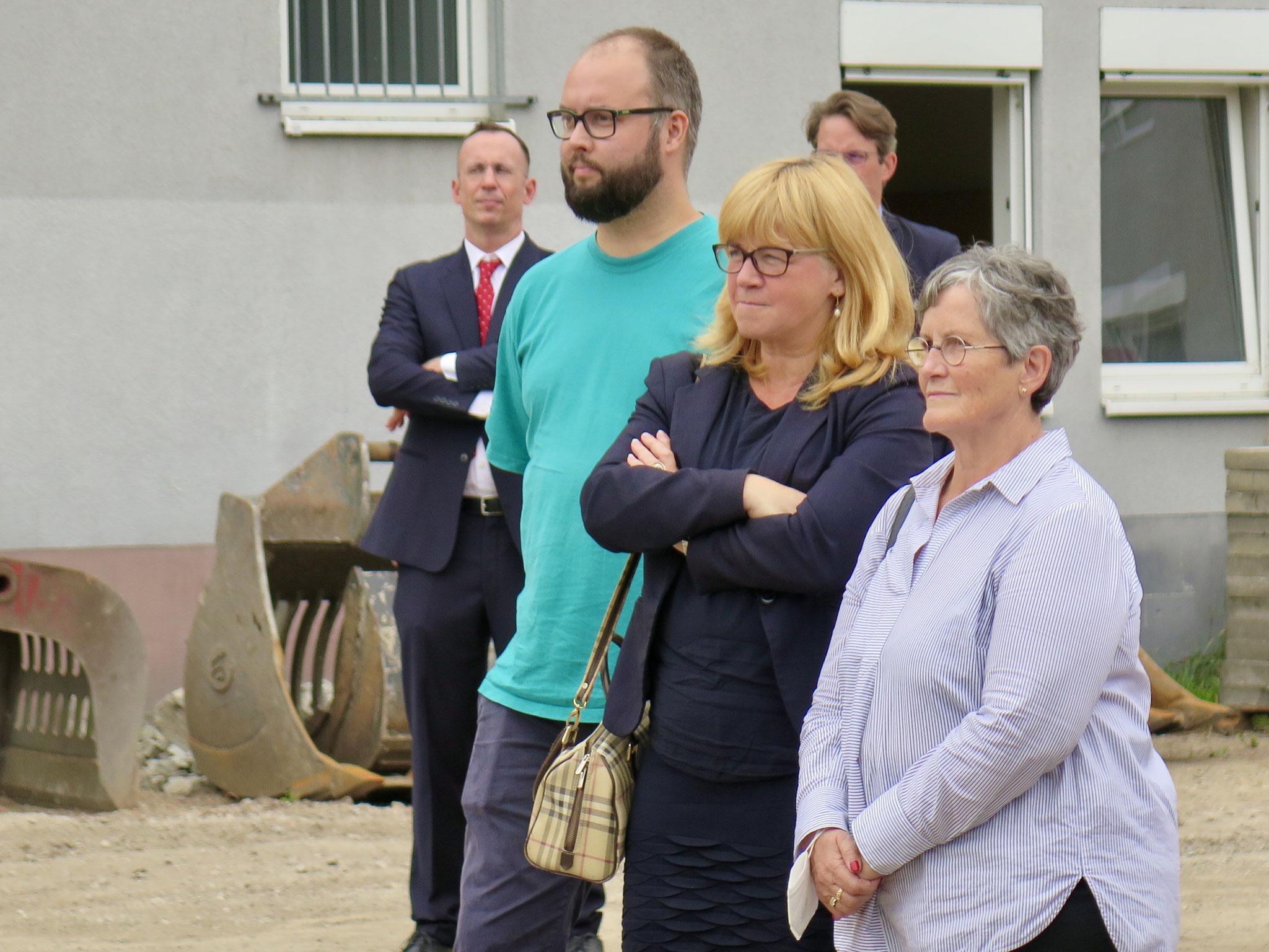Unter den Gästen: der Linken-Verordnete Steffen Ostehr, Bezirksstadträtin Juliane Witt und Bezirksbürgermeisterin Dagmar Pohle