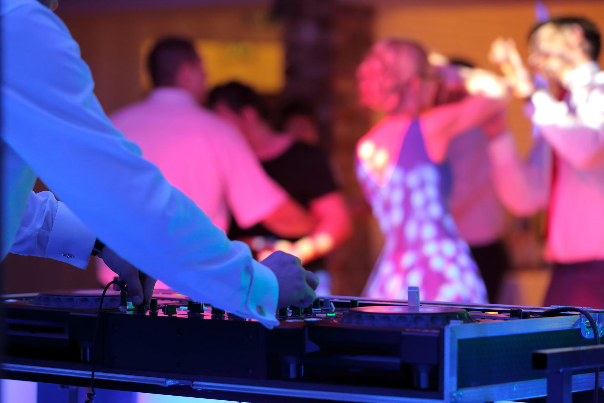 Fr, 14.02., 14 Uhr: Tanzcafé mit DJ Milan. Stadtteilzentrum Marzahner Promenade 38 © wideonet , Adobe Stock
