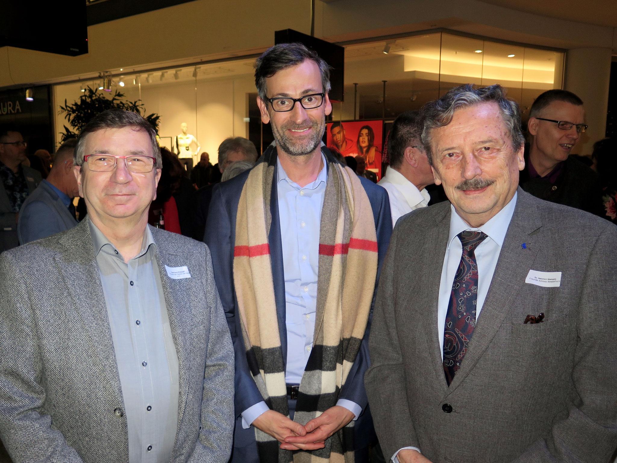 Gerhard Pritzlaff (Freunde der Gärten der Welt) mit dem SPD-Abgeordneten Sven Kohlmeier und Dr. Heinrich Niemann (Freunde Schloss Biesdorf)