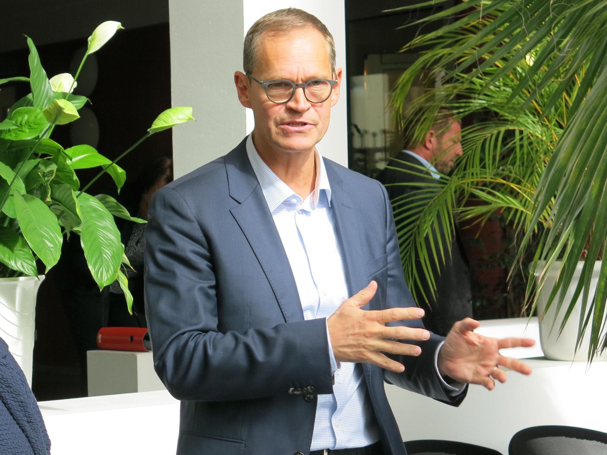 Berlins Regierender Bürgermeister Michael Müller (hier bei einem Besuch in Marzahn-Hellersdorf im September 2019) hat heute weitere Anti-Corona-Maßnahmen verkündet.