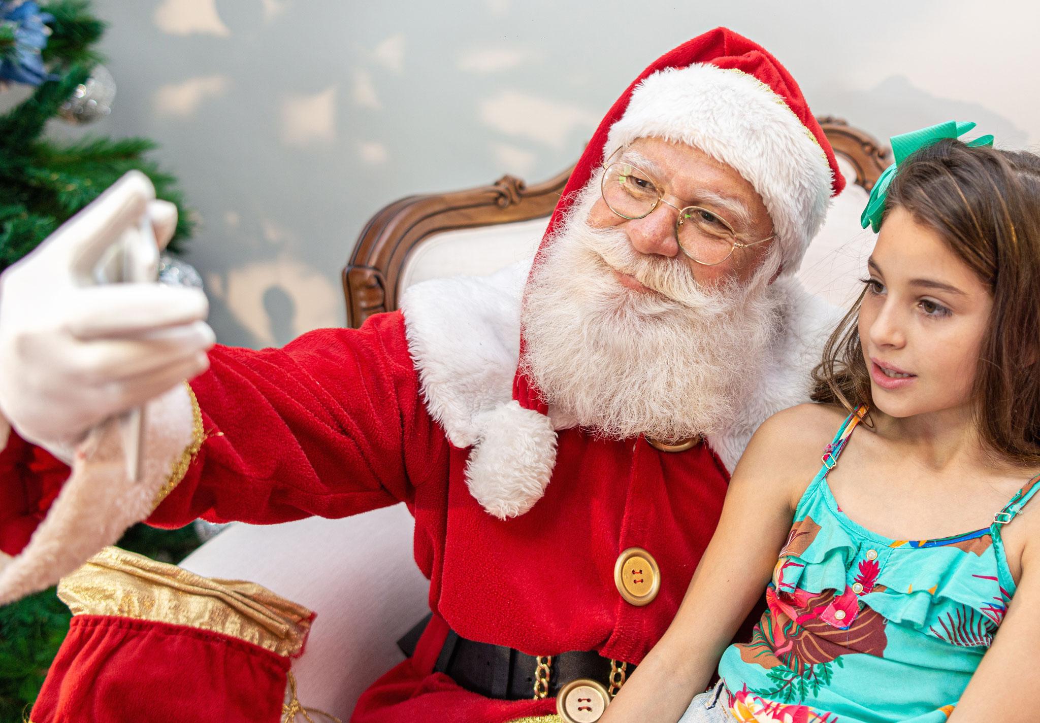 Sa, 30. November, 14 bis 18 Uhr: Weihnachtsmarkt entlang der Hellersdorfer Promenade. U. a. Fotos mit dem Weihnachtsmann | © Brastock, Adobe Stock