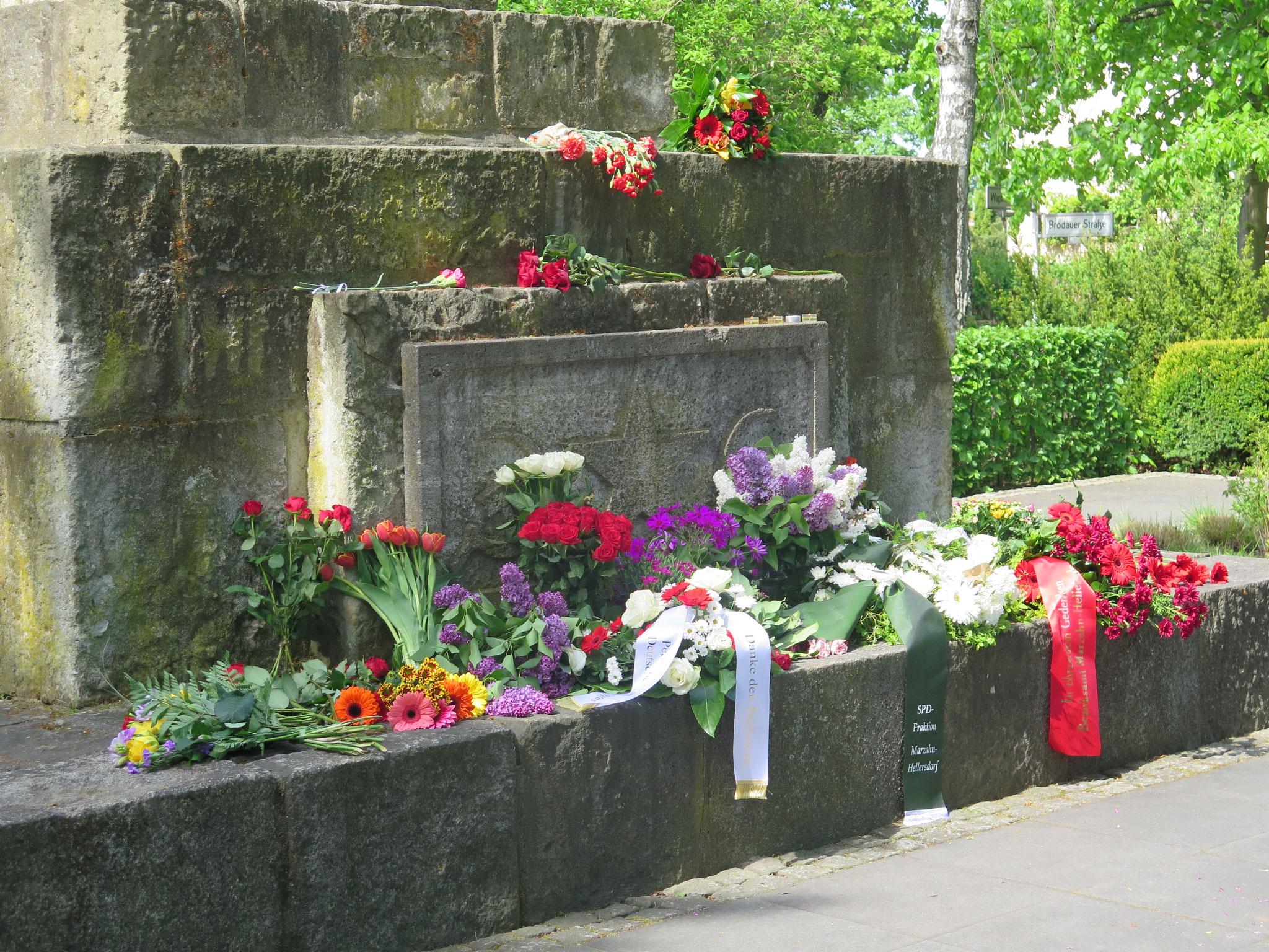 Das Ehrenmal wurde 1946 in Form eines Obelisken zur Erinnerung an die in Kaulsdorf gefallenen Soldaten der Roten Armee errichtet. Es befindet sich inmitten einer kleinen Grünanlage an der Brodauer Straße.