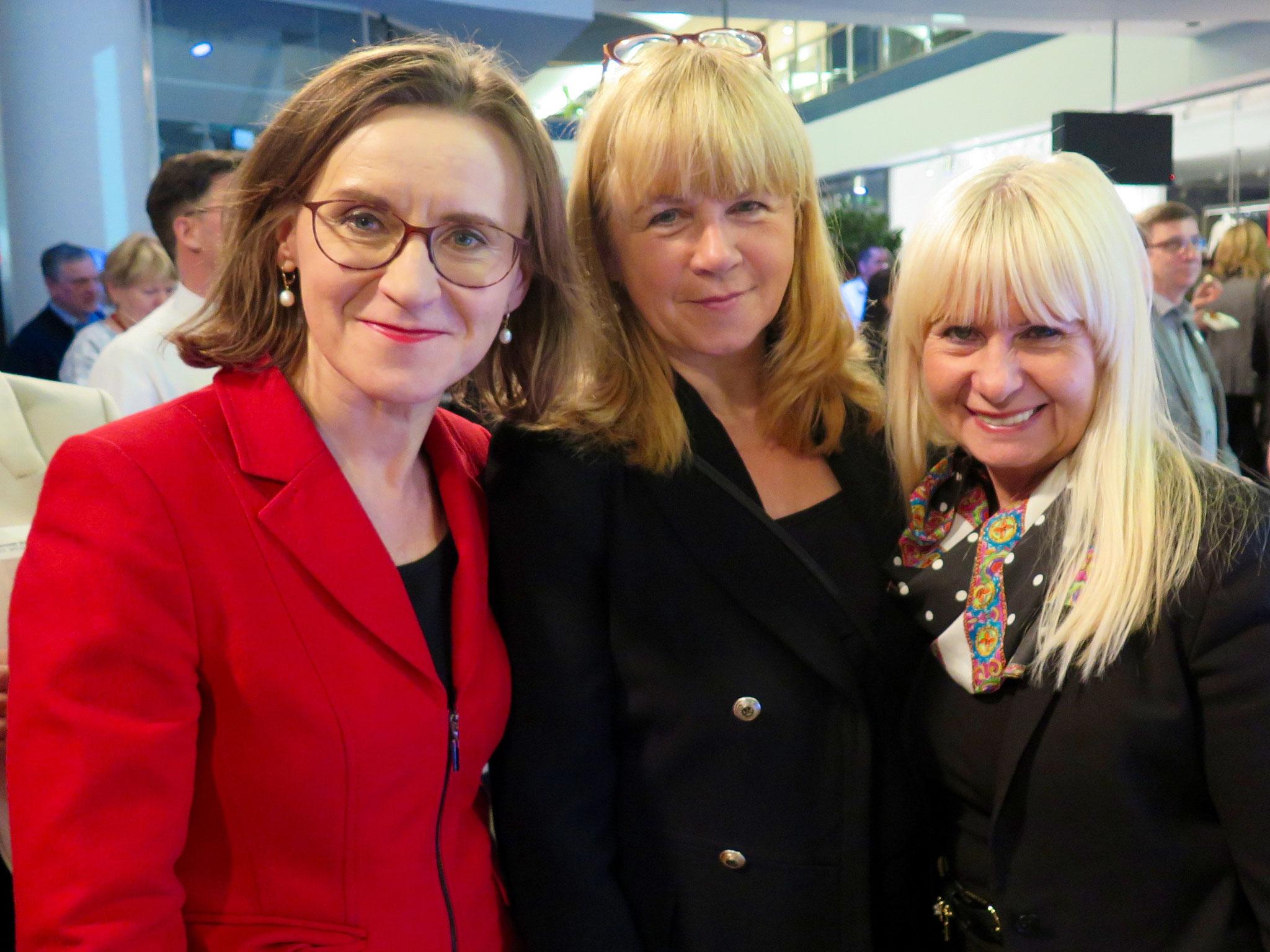 Bahn-Vorständin Dr. Sigrid Nikutta mit Bezirksstadträtin Juliane Witt (Die Linke) und der SPD-Abgeordneten Iris Spranger
