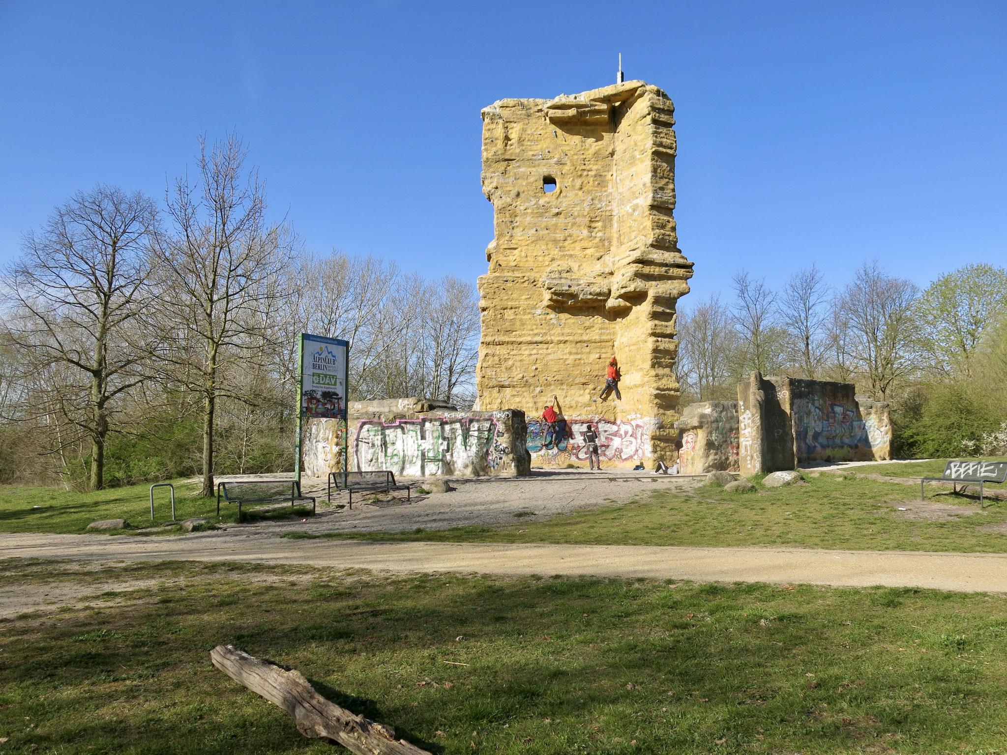 """Tipp 1: Nördlicher Wuhletal-Wanderweg, Kletterfelsen """"Wuhlewächter"""""""