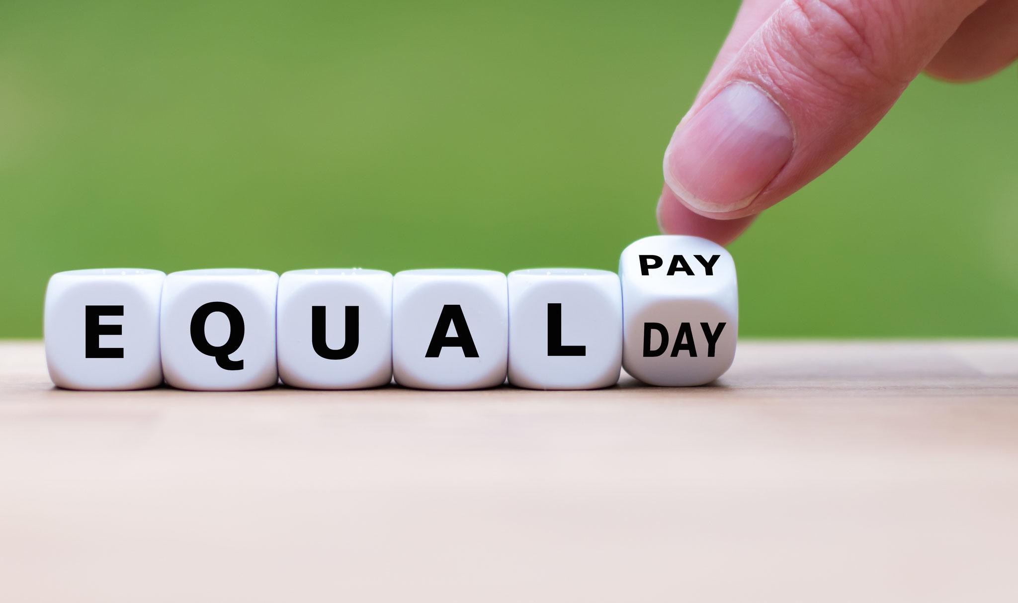 Am 17. März ist Equal Pay Day. Er erinnert daran, dass Frauen im Schnitt 21 Prozent weniger verdienen als Männer. Das sind umgerechnet 77 unbezahlte Arbeitstage. © Fokussiert, Adobe Stock
