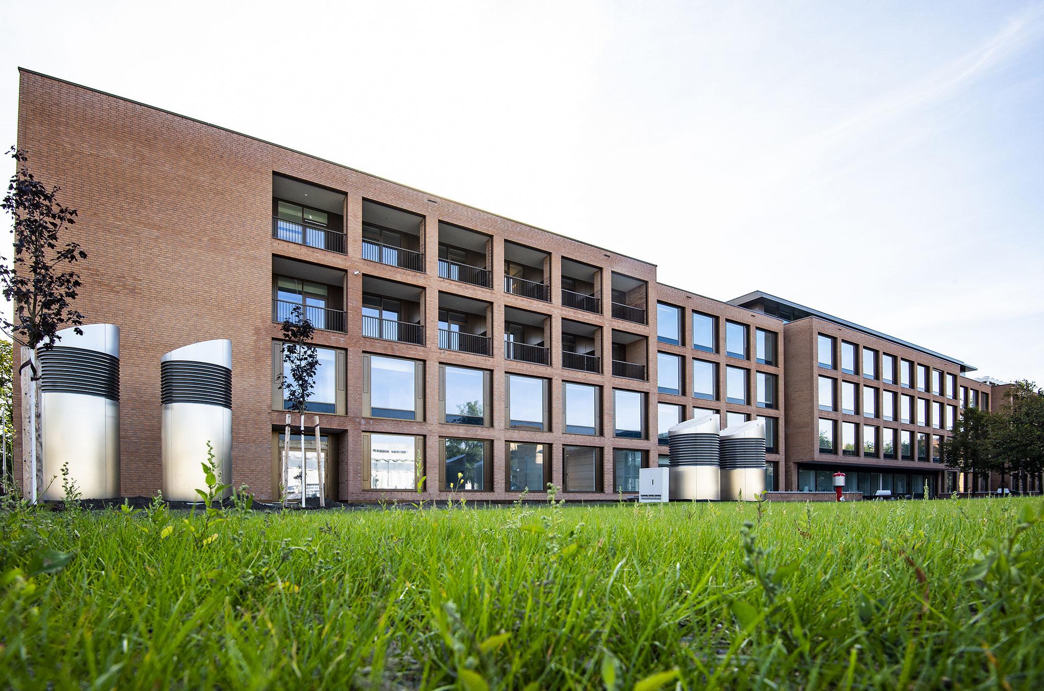 Die neue Reha-Klinik verfügt über fünf Stationen mit 151 Betten. © ukb