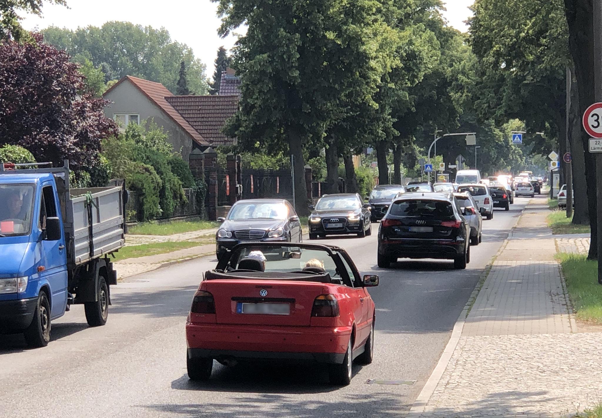 Auch ohne Baustelle staut es sich auf der Köpenicker Straße täglich in den Morgen- und Abendstunden. © pressefoto-uhlemann.de