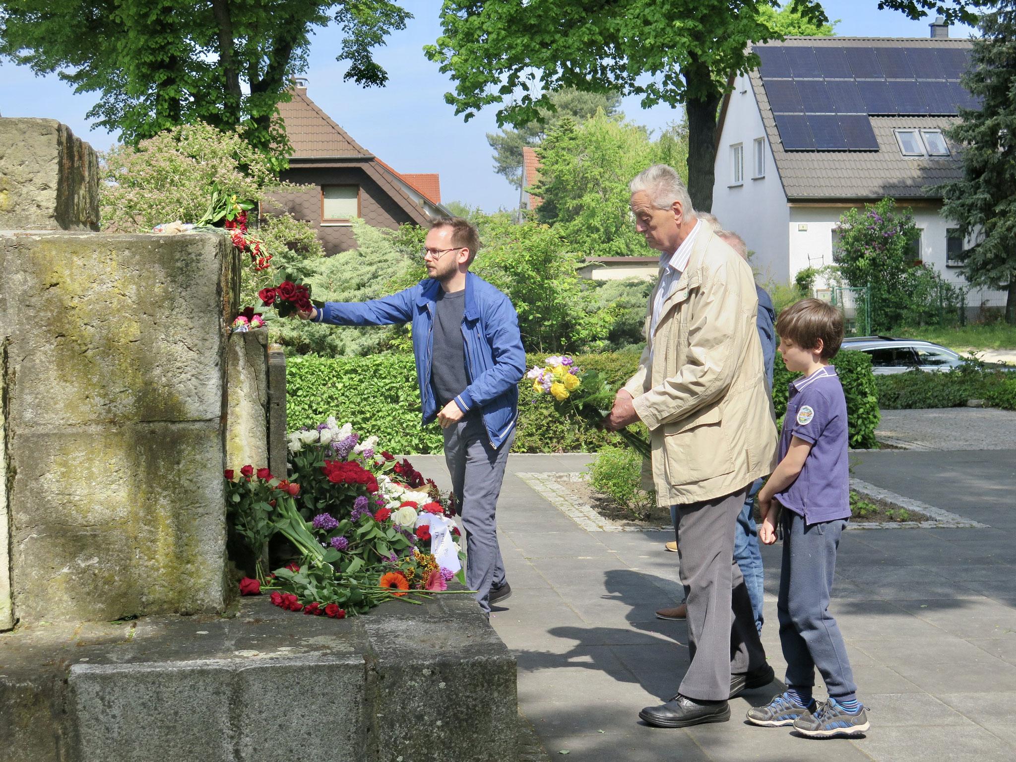 Der Linken-Abgeordnete Kristian Ronneburg (l.) mit seinem Parteikollegen Eberhard Roloff (r.)