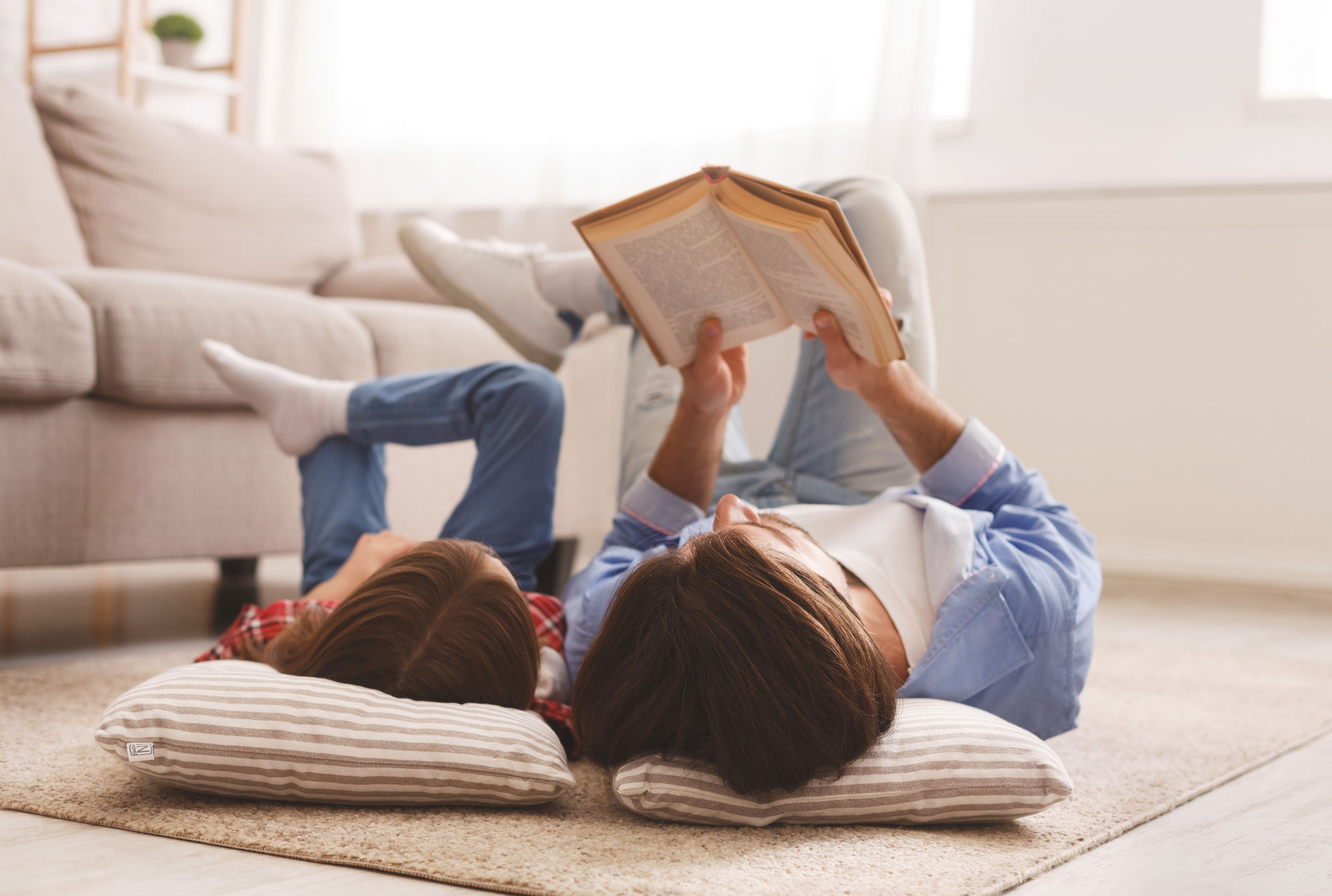 Bücher lesen © Prostock-studio, Adobe Stock