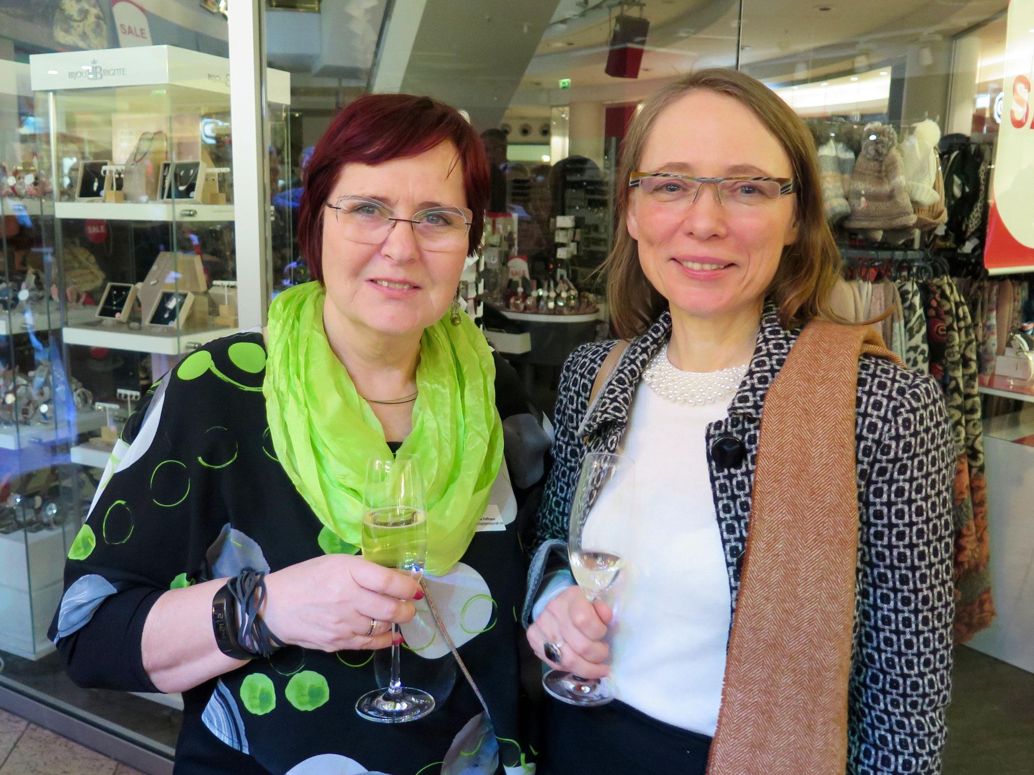 Regina Hoffmann und Heike Thürsam (aperçu Verlagsgesellschaft mbH)