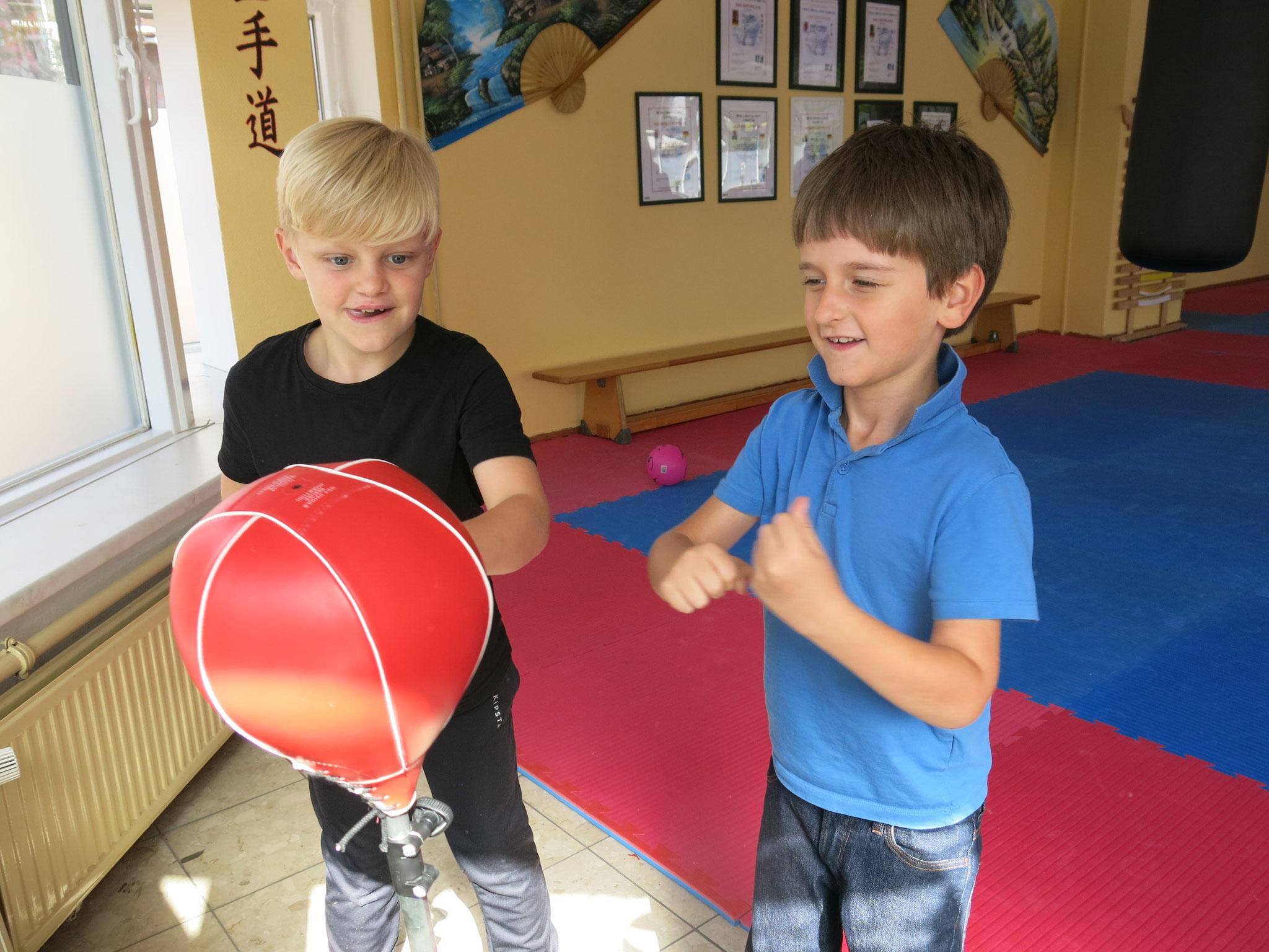Wer fit in Karate ist, kommt häufig auch in der Schule ziemlich gut zurecht.