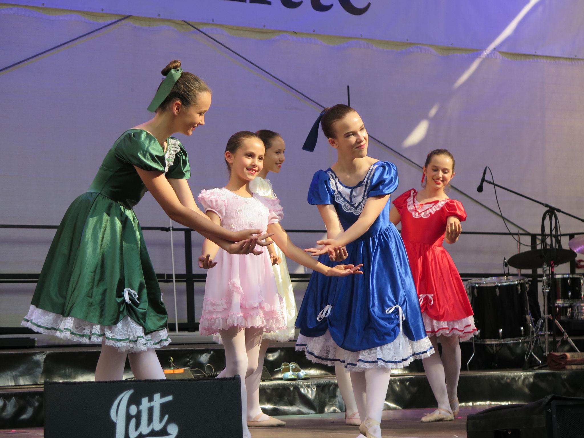 Die Ballettschule Szilvia Wolf ist jedes Jahr bei der beliebten Freiluftveranstaltung vertreten.