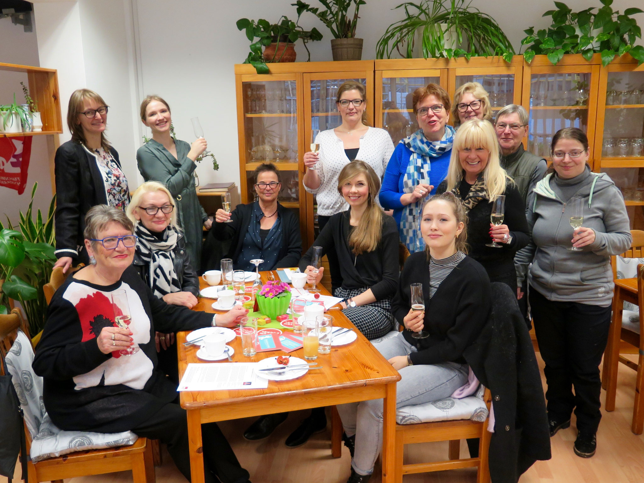 Gestern trafen sich im Frauenzentrum Matilde engagierte Politikerinnen der SPD Marzahn-Hellersdorf zum politischen Frühstück.