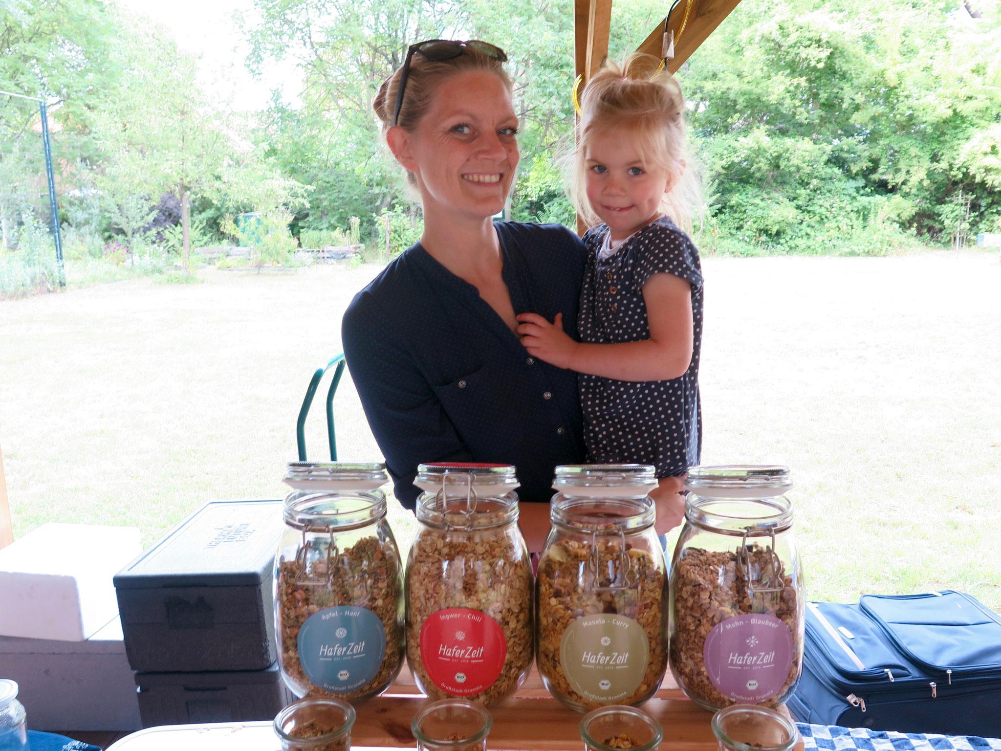 Anna-Sophie Stiegemann stellt hochwertiges Müsli auf Haferflockenbasis mit Nüssen, Saaten, Früchten und Gewürzen her.