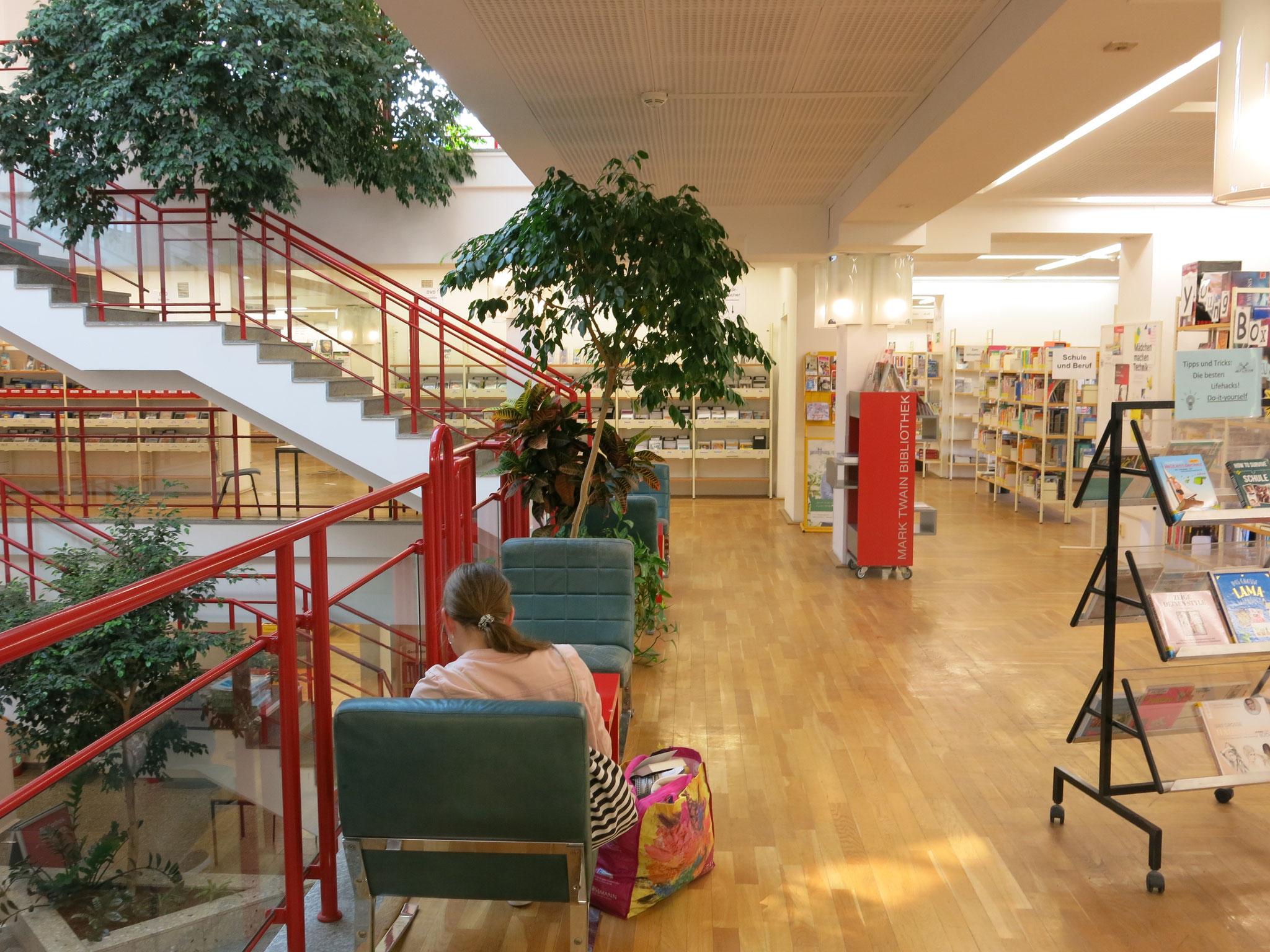 Tipp 7: Sa, 2.11., 10.30-12.30 Uhr: Library Photo Walk für Jugendliche. Gemeinsam Ideen für die Angebote der Mark-Twain-Bibliothek (Marzahner Promenade 55) entwickeln.