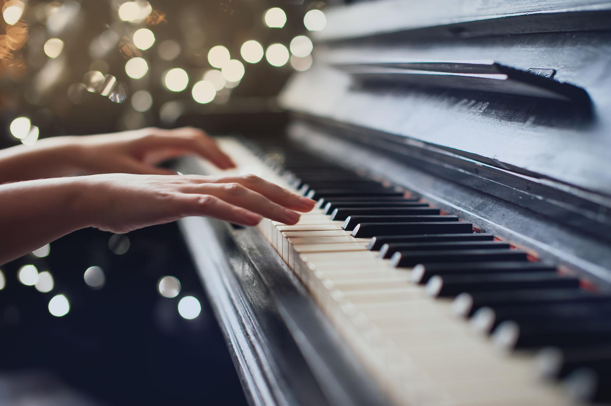 Tipp 1: Sa, 16.11., 11 Uhr: Bach und Grieg im Wettstreit. Vorspiel der Klavierklasse D. Lenz im Kunsthaus Flora © Dmitriy Shipilov, Adobe Stock
