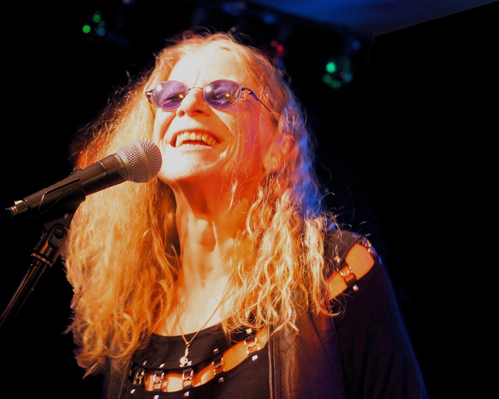 """... Als Vorband tritt die Janis-Joplin-Tribute-Band """"Bluewater"""" auf. Eintritt 34 €, Festivalticket für Fr/Sa: 50 €. Ort: Biesdorfer Parkbühne, Nordpromenade 5."""