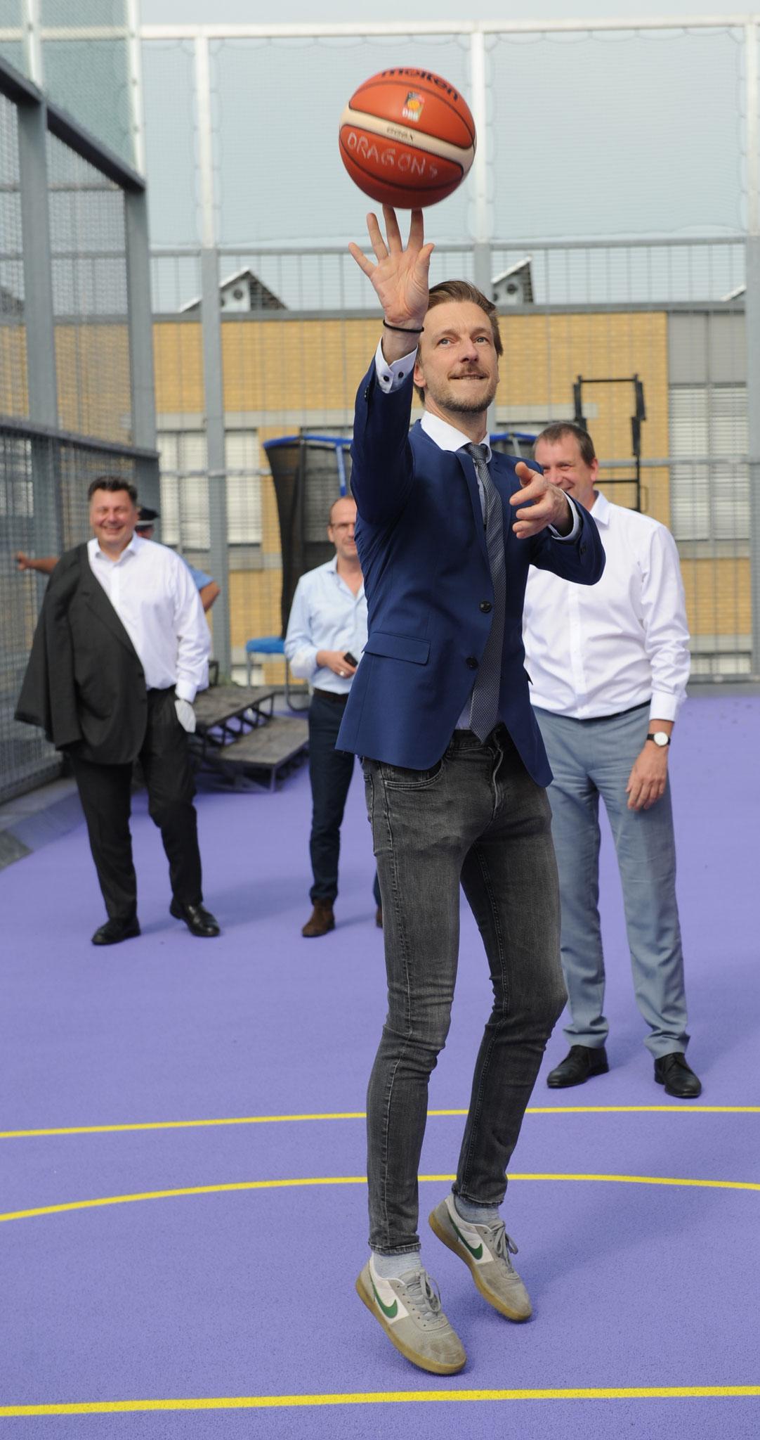 ... Sportstadtrat Gordon Lemm hatte auch drei Versuche. © pressefoto-uhlemann.de
