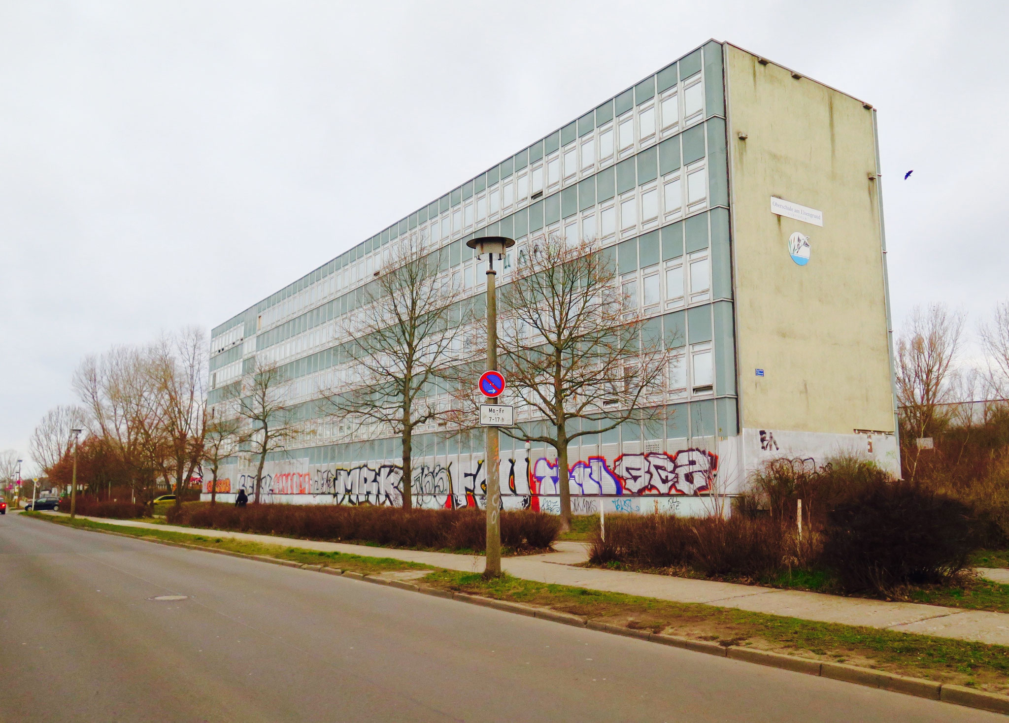 Trotz Recyclinghof hat es am Standort schon einmal eine Schule gegeben: Die Oberschule am Elsengrund. Siewurde 2009 allerdings wegen sinkender Schülerzahlen mit dem Otto-Nagel-Gymnasium zusammengelegt und geschlossen.