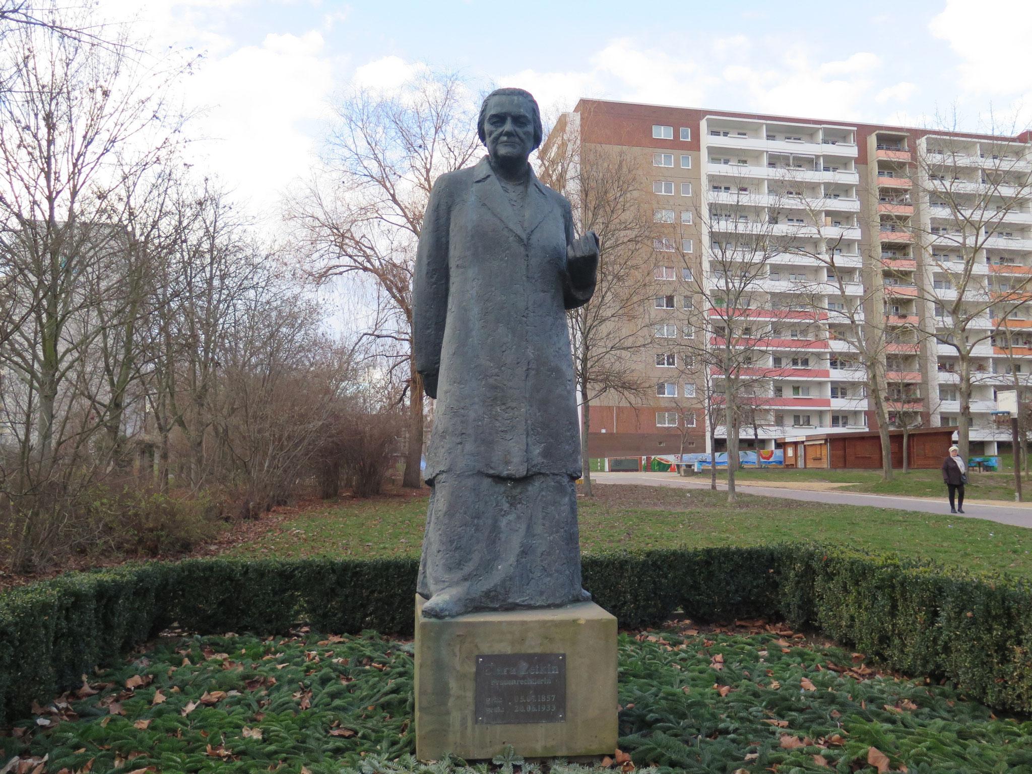 """Um 13 Uhr findet heute die Kundgebung """"Rosen für Clara"""" im Park im Park zwischen Flämingstraße, Niemegker Straße und Wittenberger Straße statt."""