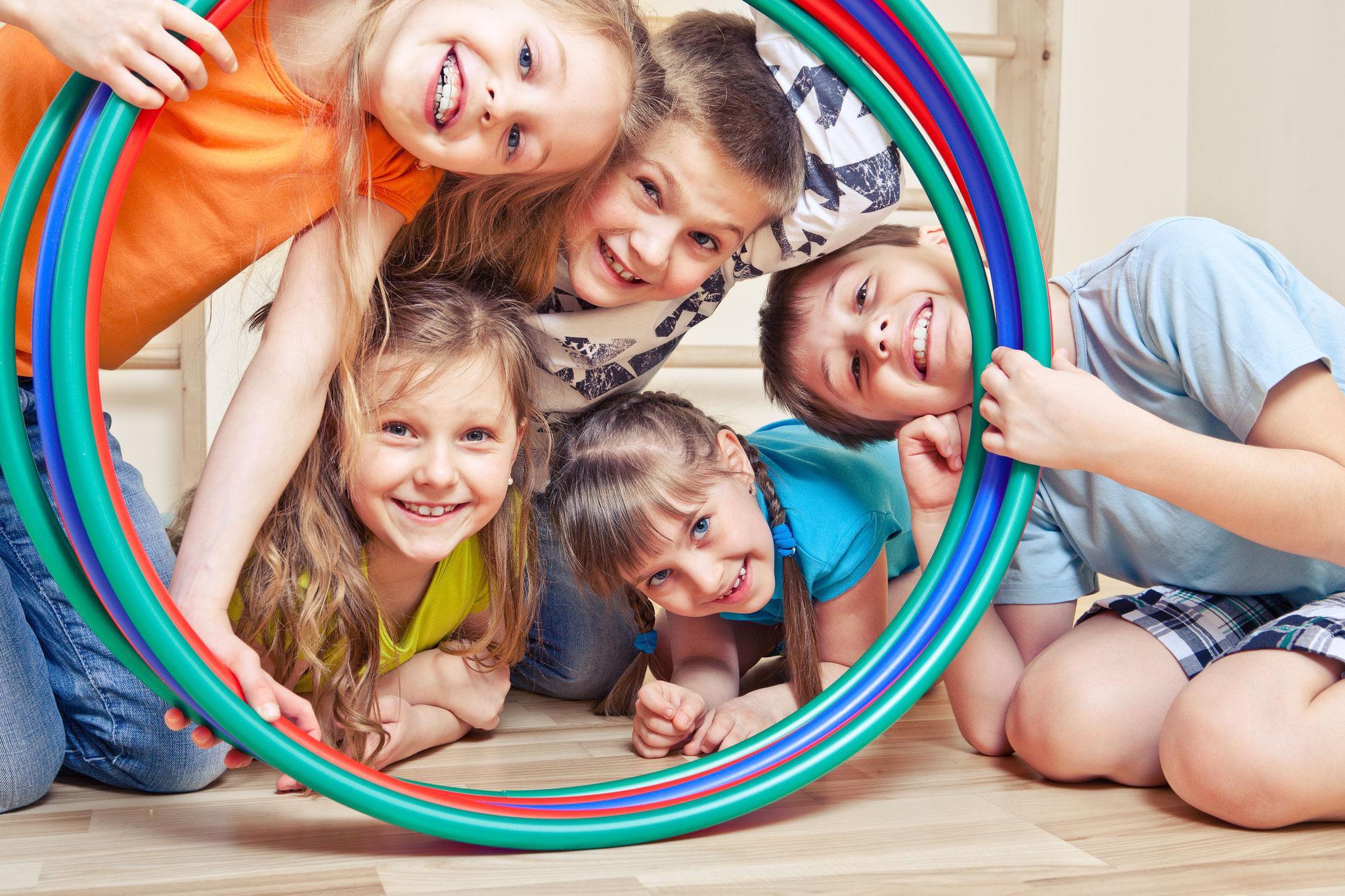 Tipp 14: So, 3.11., 15-17 Uhr: BLiQ-Familiensportsonntag. Spiel, Spaß, Bewegung und Entspannung für Kinder und ihre Familien in der Sporthalle der Selma-Lagerlöf-Grundschule (Wörlitzer Straße 31), © 2xSamara.com, Adobe Stock