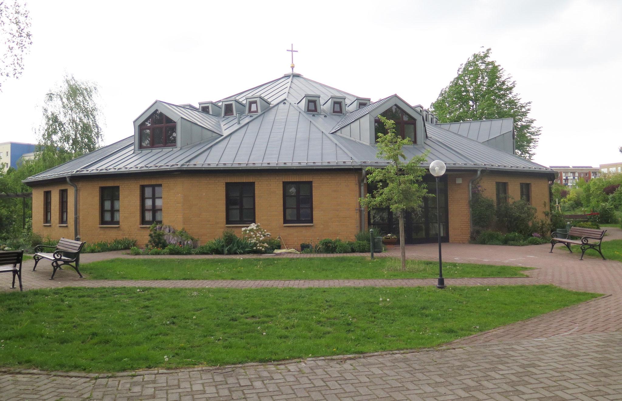 Die Kirche wurde nach der Wende gebaut.