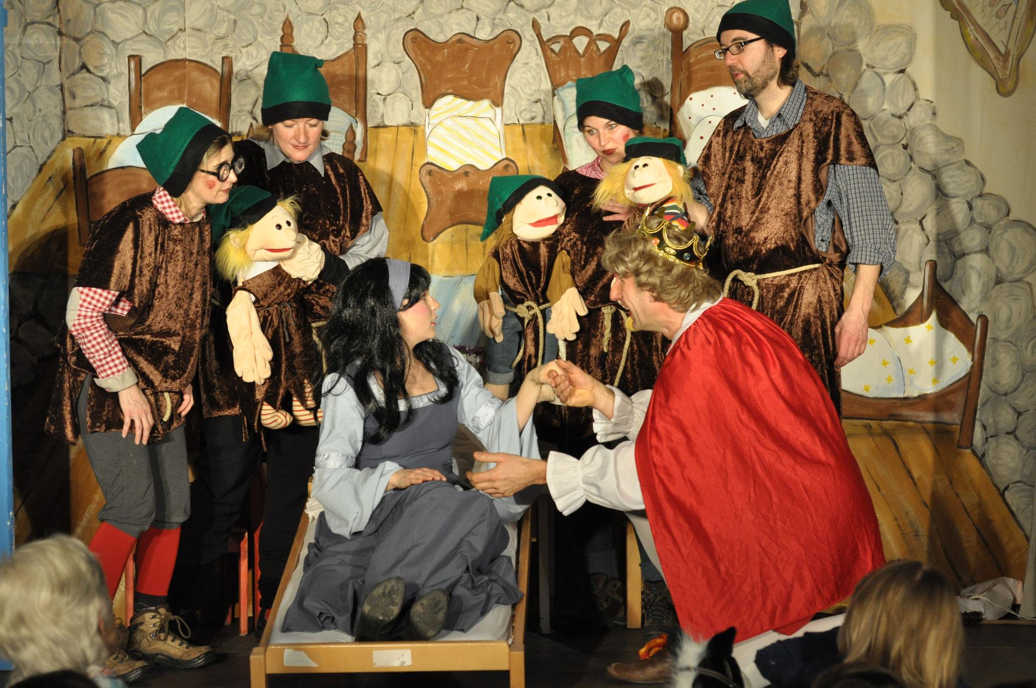 Märchenfest: Theater-Aufführung unserer Theater-AG.