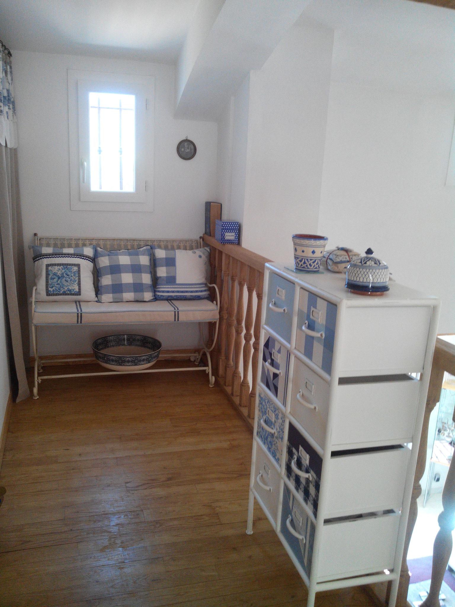le palier/mezzanine entre les 2 chambres