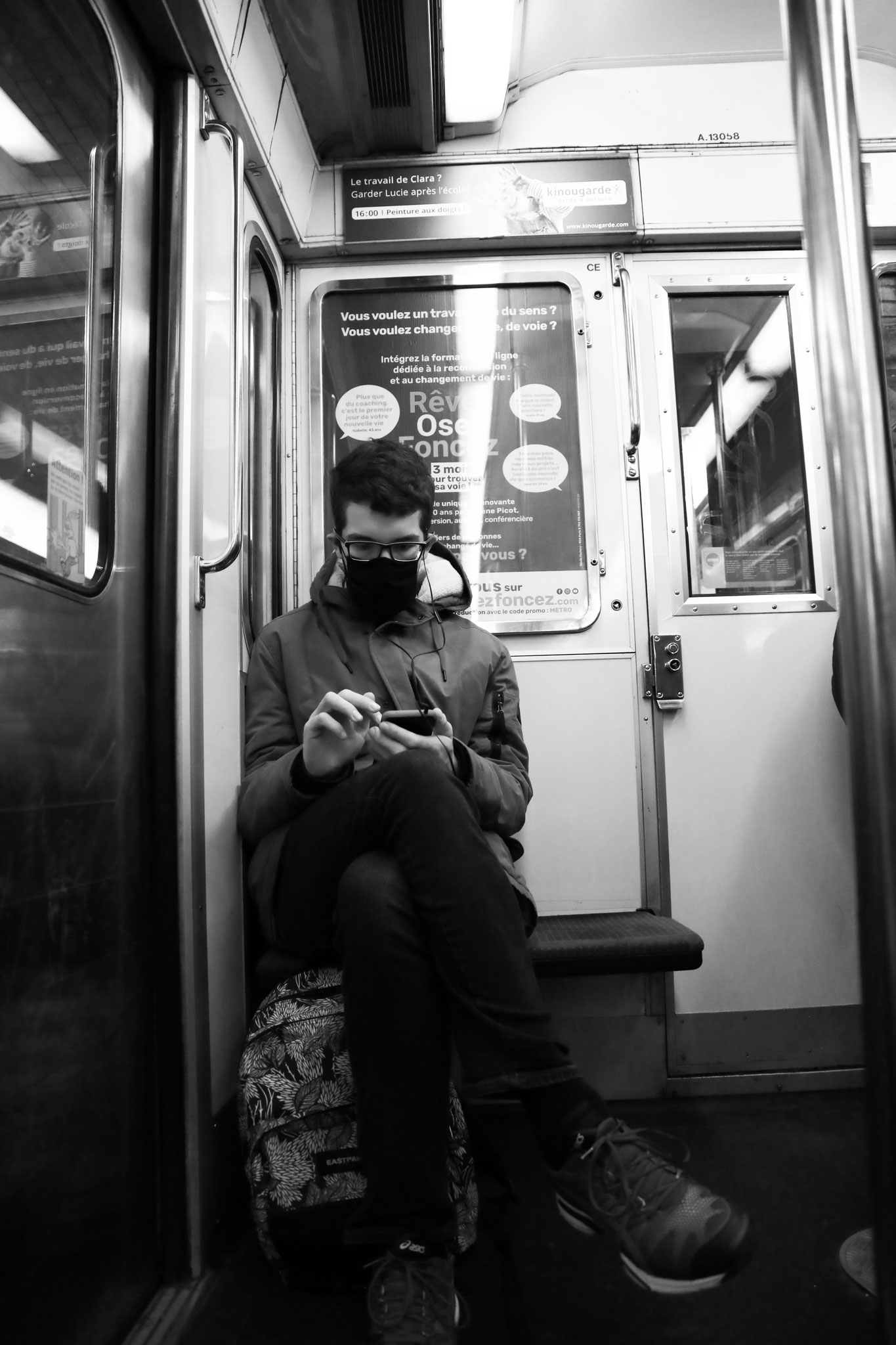 """""""Connected underground"""" - M°12, Paris (2021). Canon 5D Mark IV + 24-105mm. ©Clémence Rougetet"""
