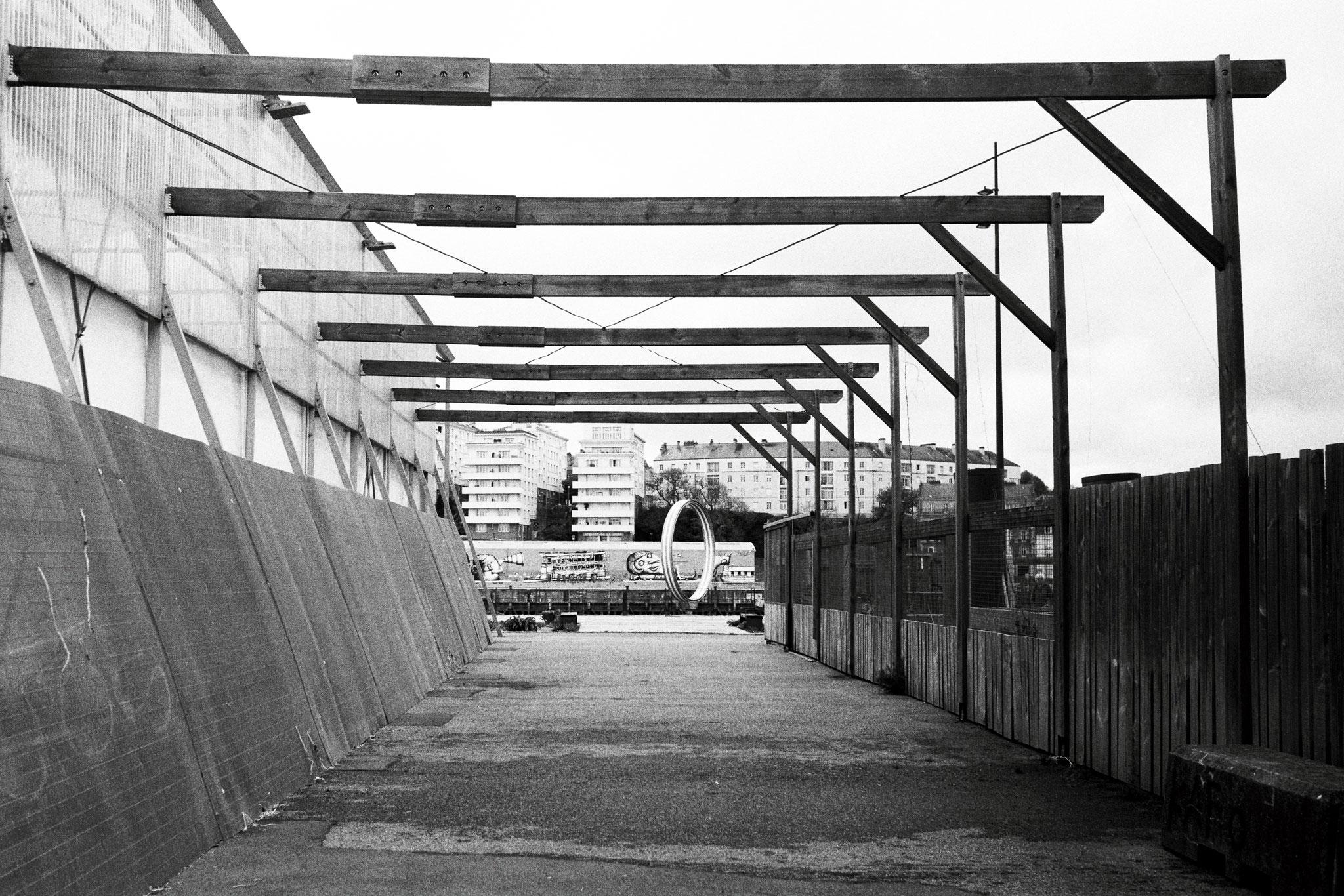 """Wood vs concrete"" - Quai des Antilles, Nantes (2021). Street Candy MKN 100 ASA. © Clémence Rougetet"