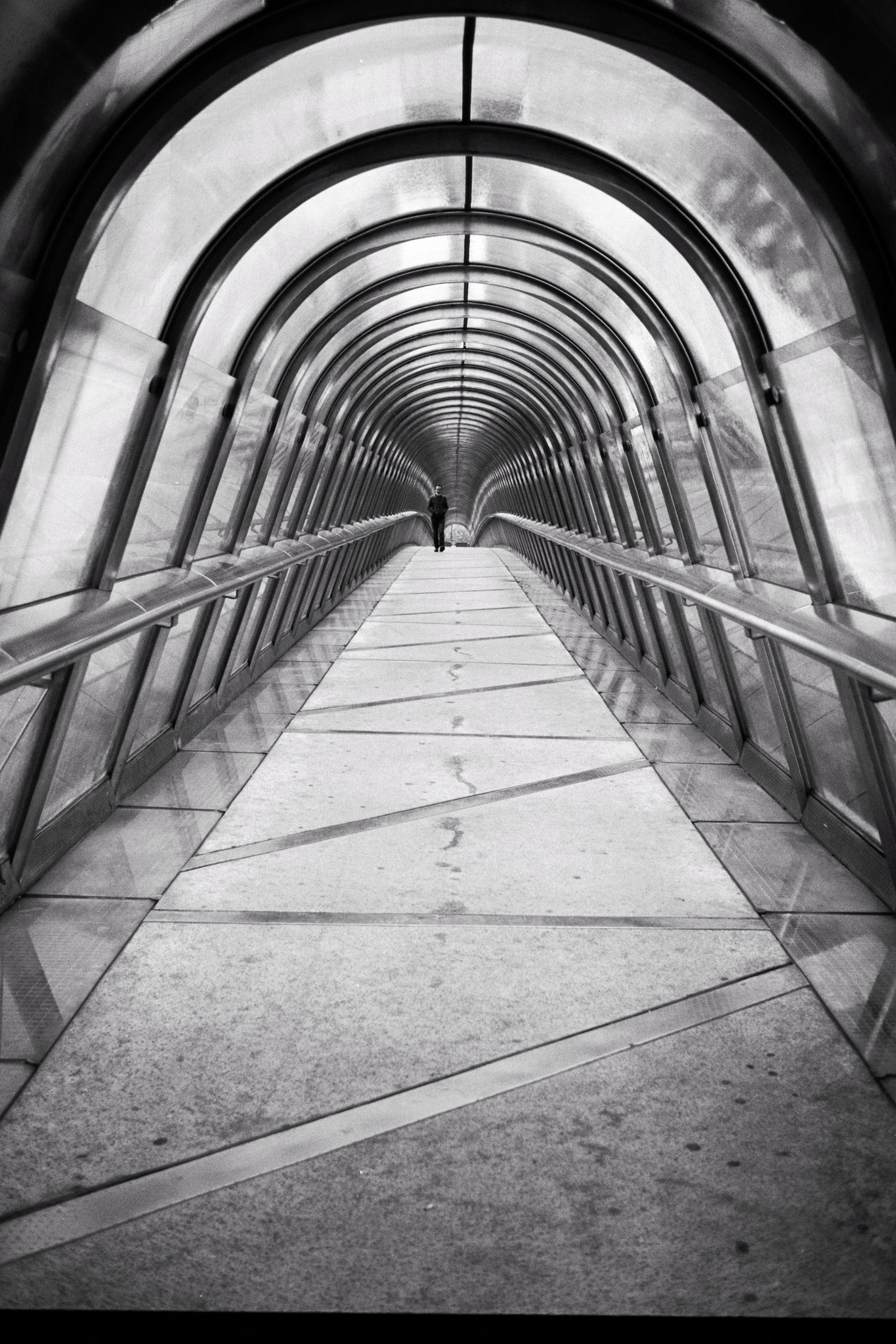 """Perspective game"" - La Défense (2021). Rollei Blackbird Creative 64 ASA. © Clémence Rougetet"