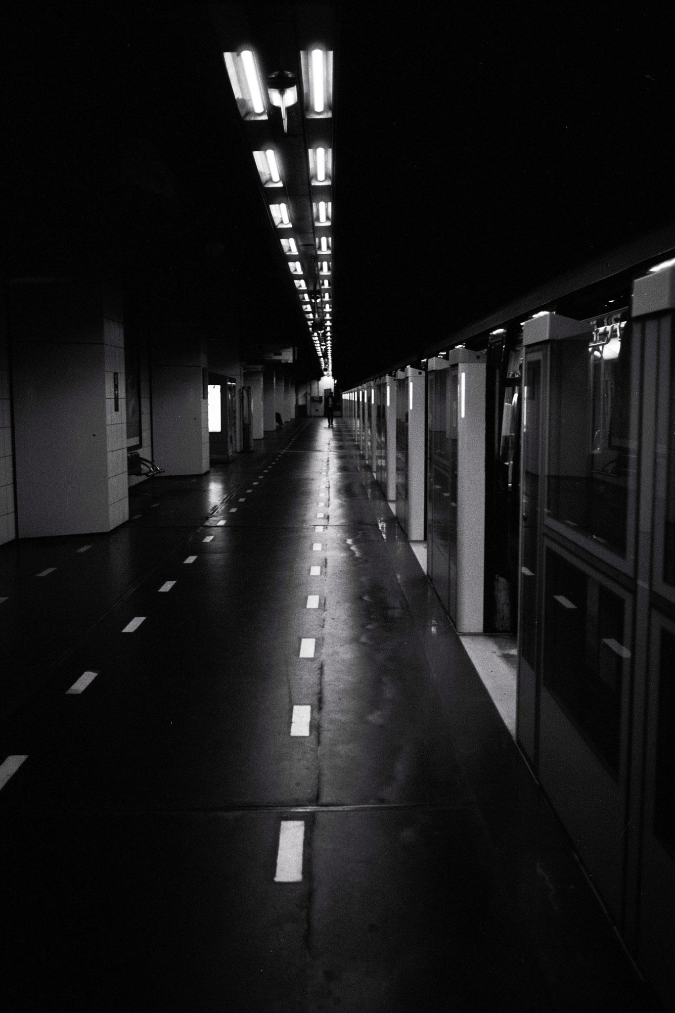 """On the road to Paris"" - Station ""La Défense"" (M°1), Puteaux (2021). Rollei Blackbird Creative 64 ASA  + Rolleiflex SL35. ©Clémence Rougetet"