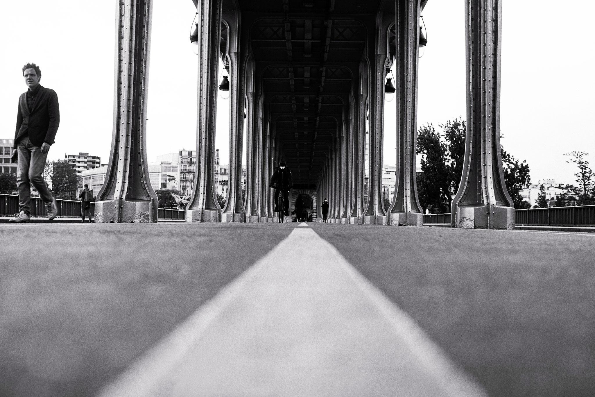 """No limit"" - Pont de Bir-Hakeim, Paris (2021). Rollei Blackbird Creative 64 ASA. © Clémence Rougetet"