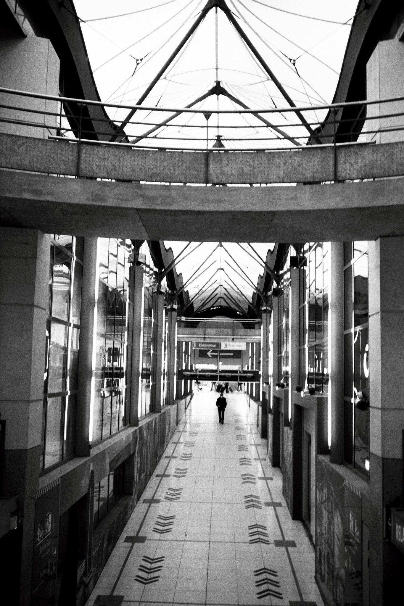 """Secret gateway"" - Gare de Nantes (2021). Rollei Superpan 200 ASA. © Clémence Rougetet"