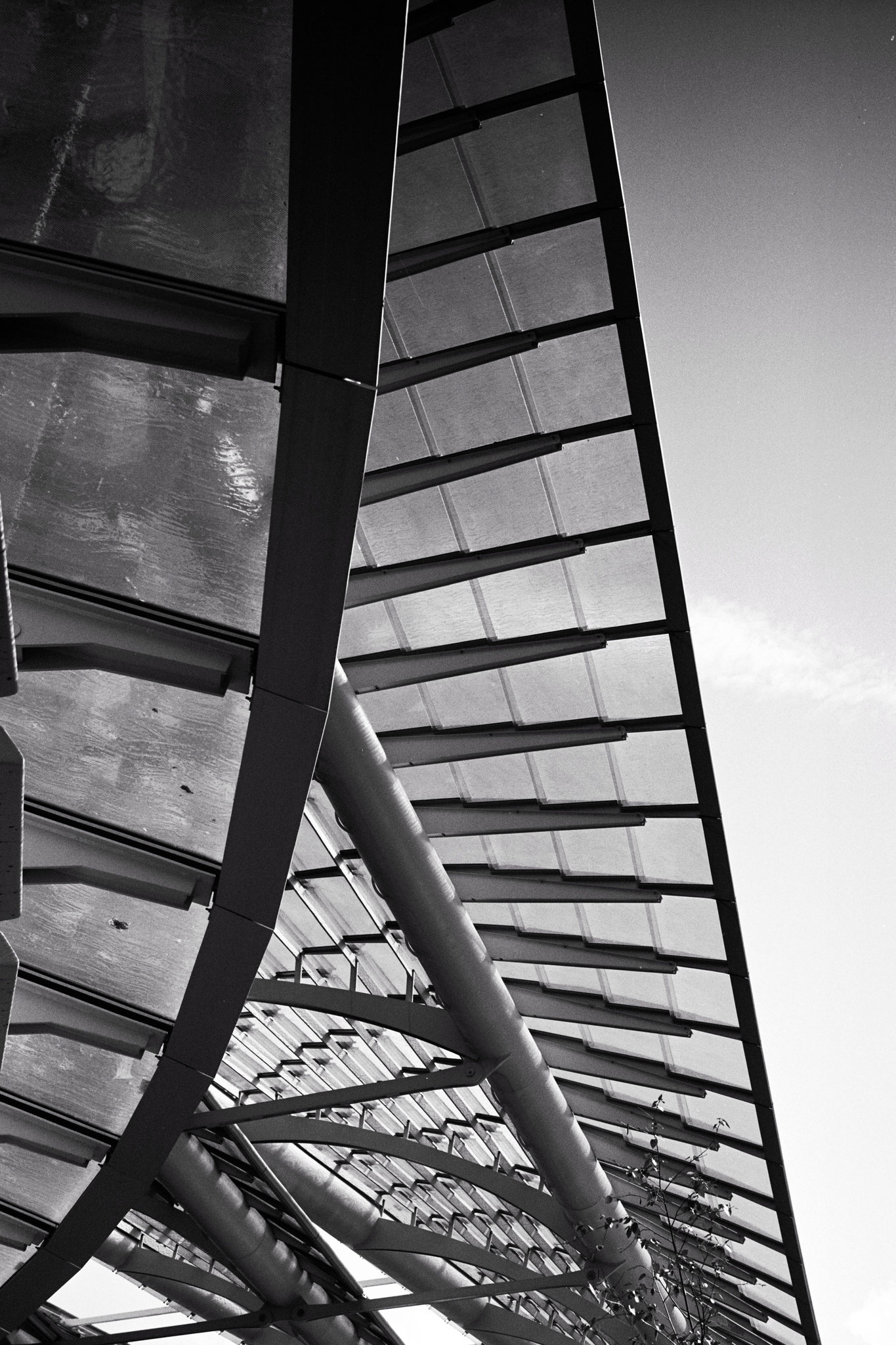 """Iron wings"" - Châtelet-Les-Halles, Paris (2021). Rollei Blackbird Creative 64 ASA. © Clémence Rougetet"