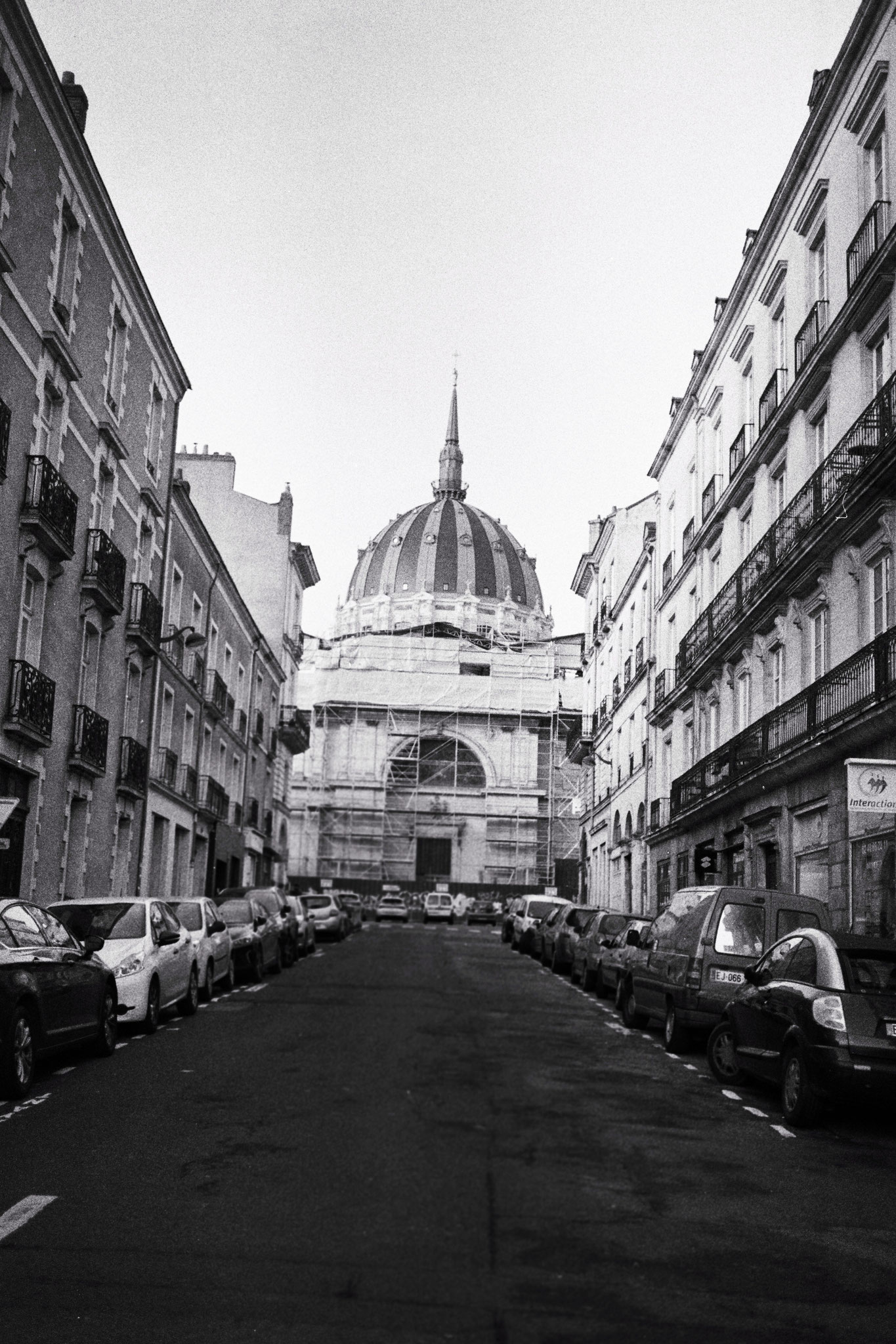 """""""Time to change"""" - Notre-Dame-de-Bon-Port, Nantes (2021). Street Candy ATM 400 ASA. © Clémence Rougetet"""