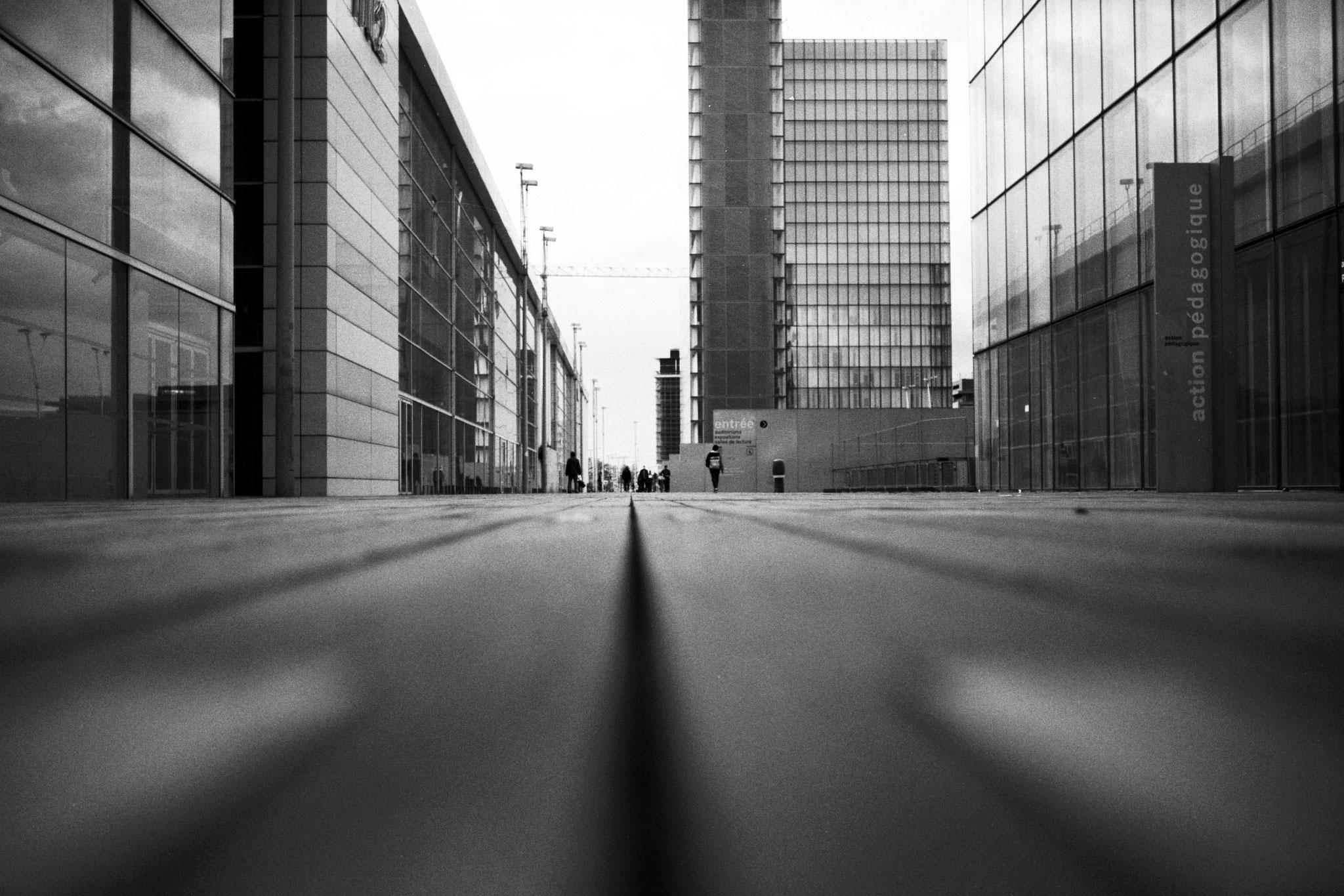 """Floor and lines"" - Bibliothèque François Mitterand, Paris (2021). Kodak T-Max 100 ASA. © Clémence Rougetet"