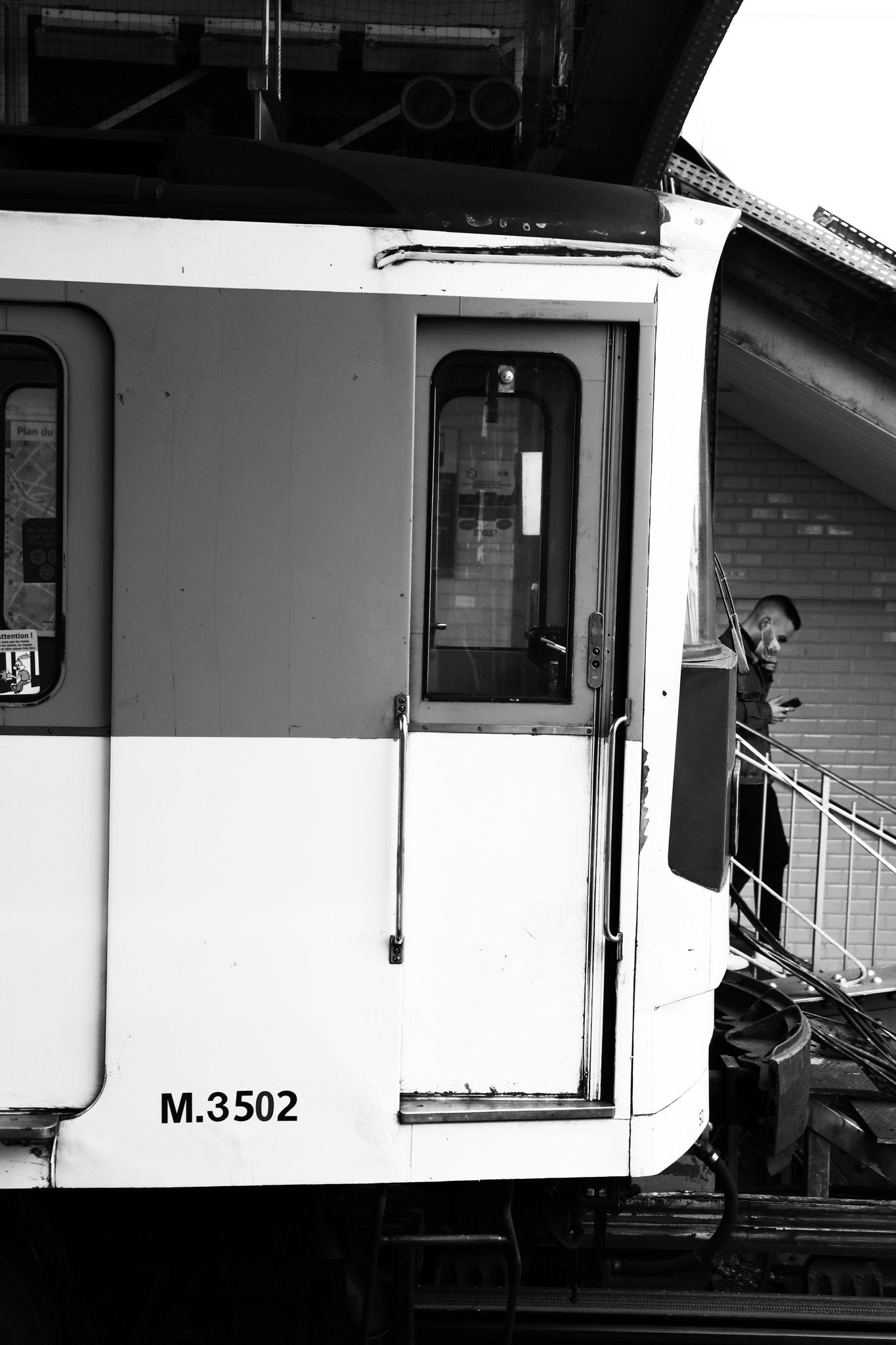 """""""Out of the subway"""" - Station La Motte-Picquet - Grenelle (M°6), Paris (2021). Canon 5D Mark IV + 24-105mm. ©Clémence Rougetet"""