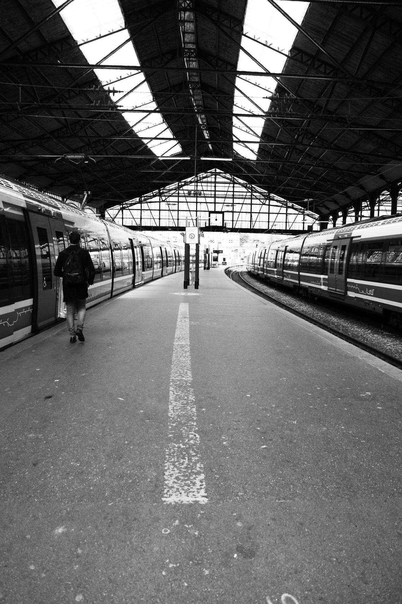 """""""Don't miss your train"""" - Gare Saint-Lazare, Paris (2021). Canon 5D Mark IV + 24-105mm. ©Clémence Rougetet"""