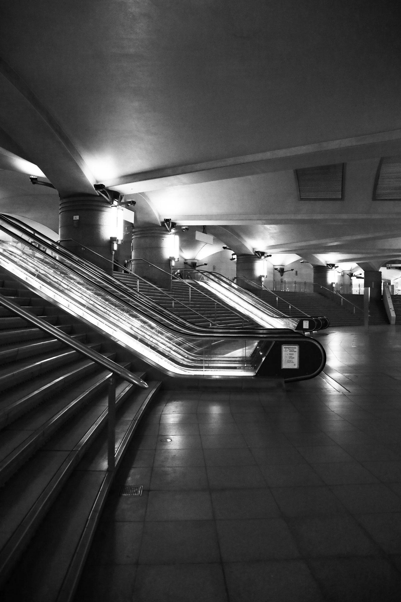 """""""Ghost station"""" - Station Bibliothèque François Mitterand (M°14), Paris (2021). Canon 5D Mark IV + 24-105mm. ©Clémence Rougetet"""