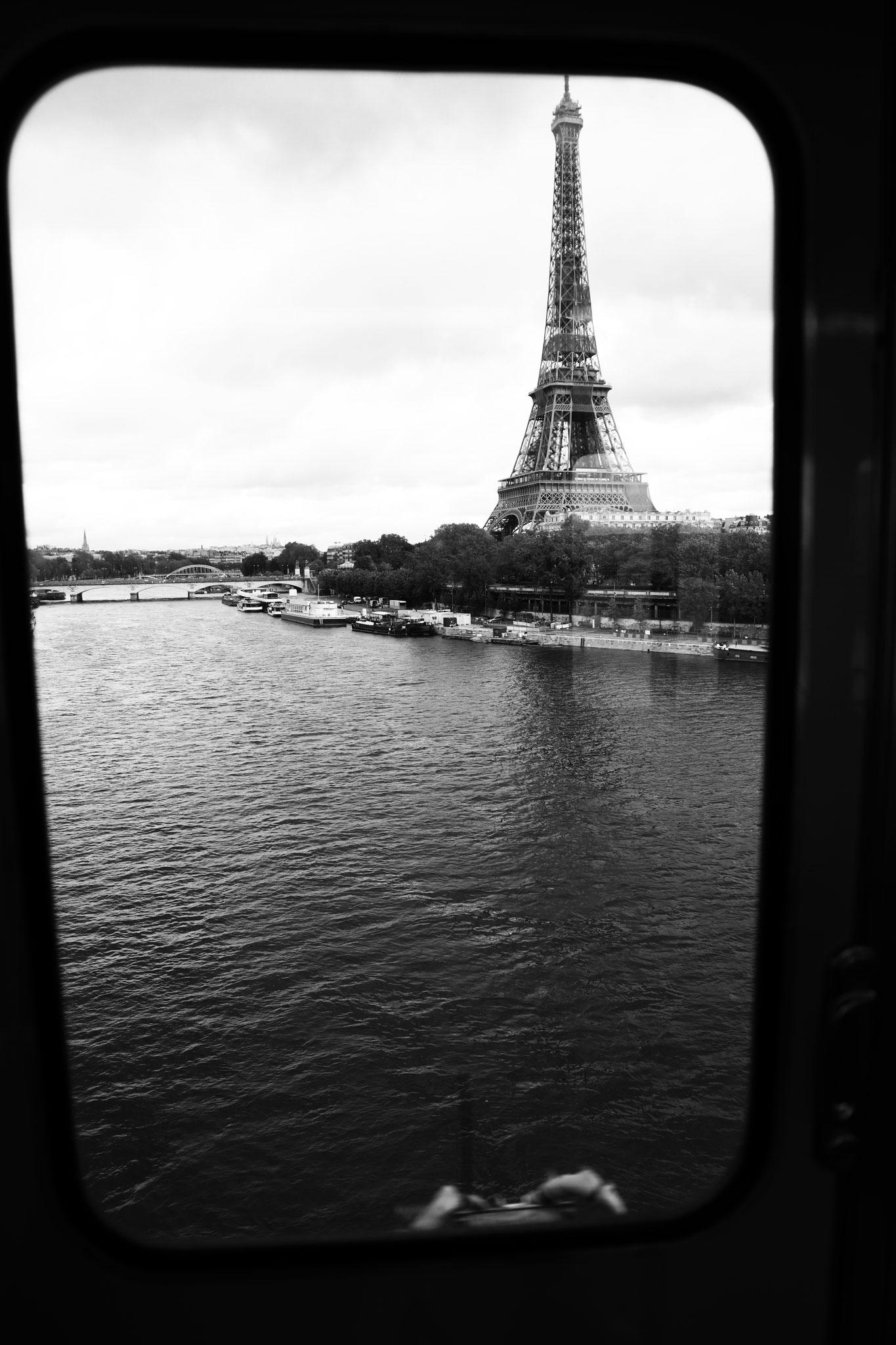 """Iron lighthouse"" - Pont de Bir-Hakeim (M°6), Paris (2021). Canon 5D Mark IV + 24-105mm. ©Clémence Rougetet"