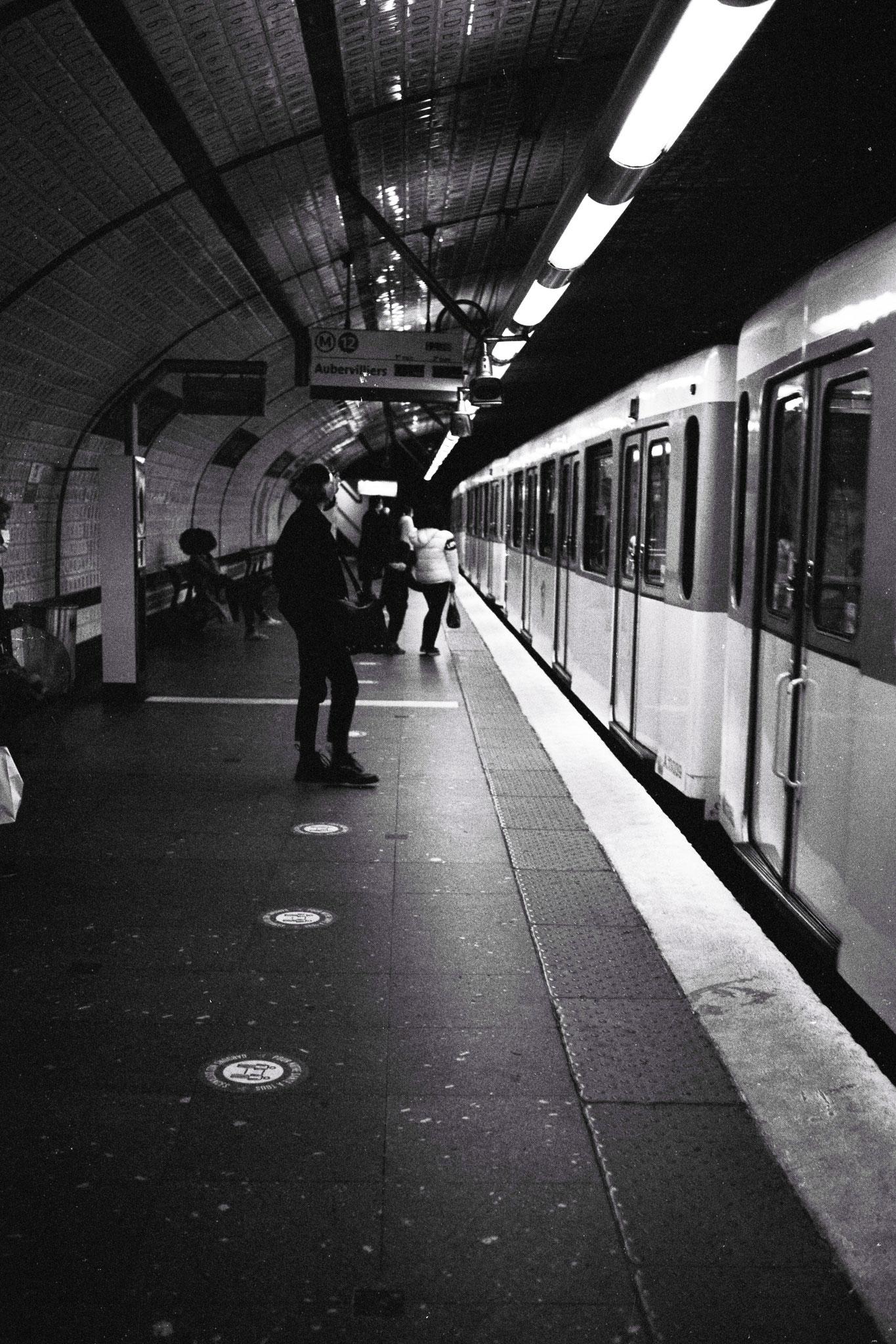 """Unknown destination"" - Station Concorde (M°12), Paris (2021). Rollei Blackbird Creative 64 ASA. © Clémence Rougetet"