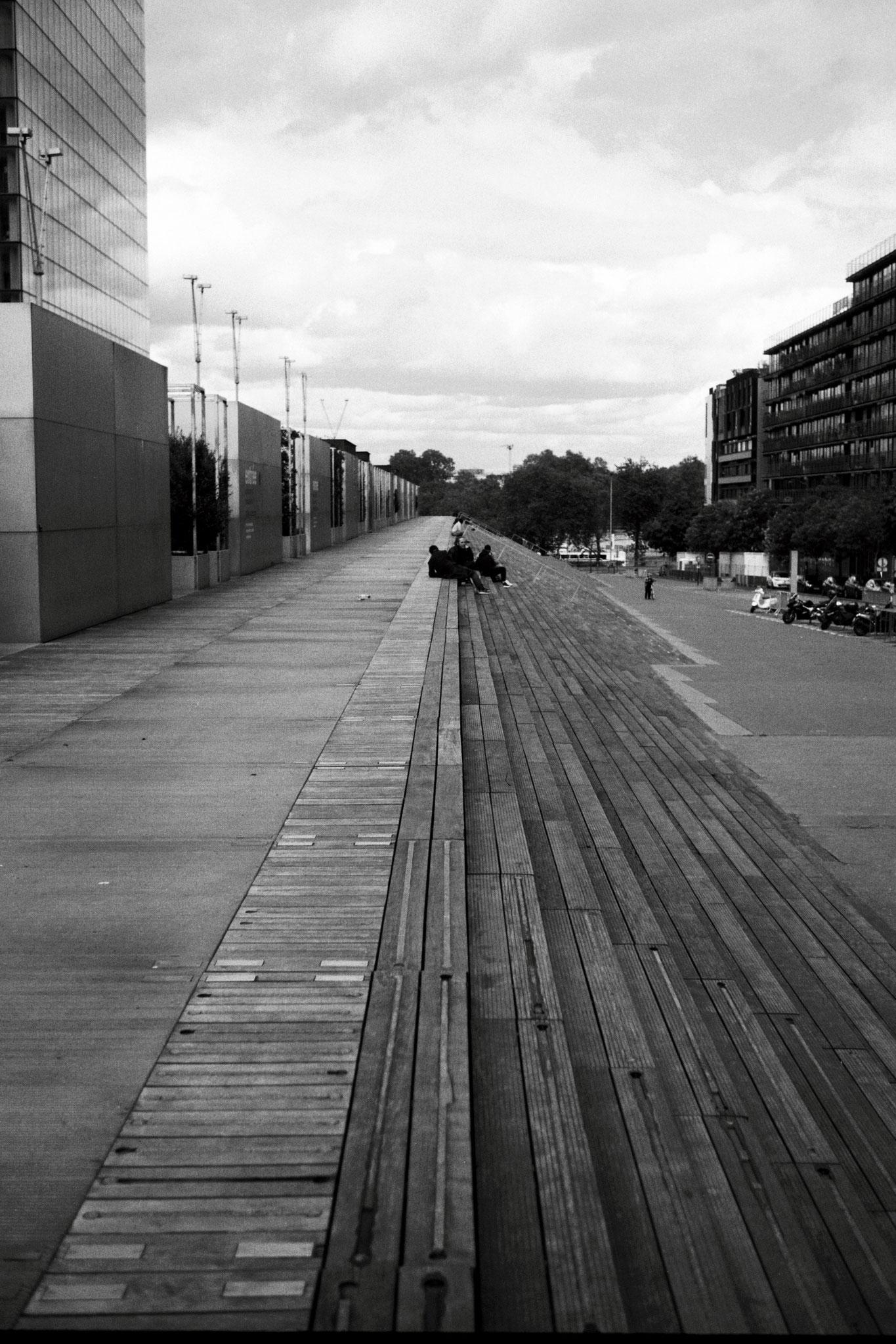 """""""View with lines"""" - Bibliothèque François Mitterand, Paris (2021). Kodak T-Max 100 ASA. © Clémence Rougetet"""