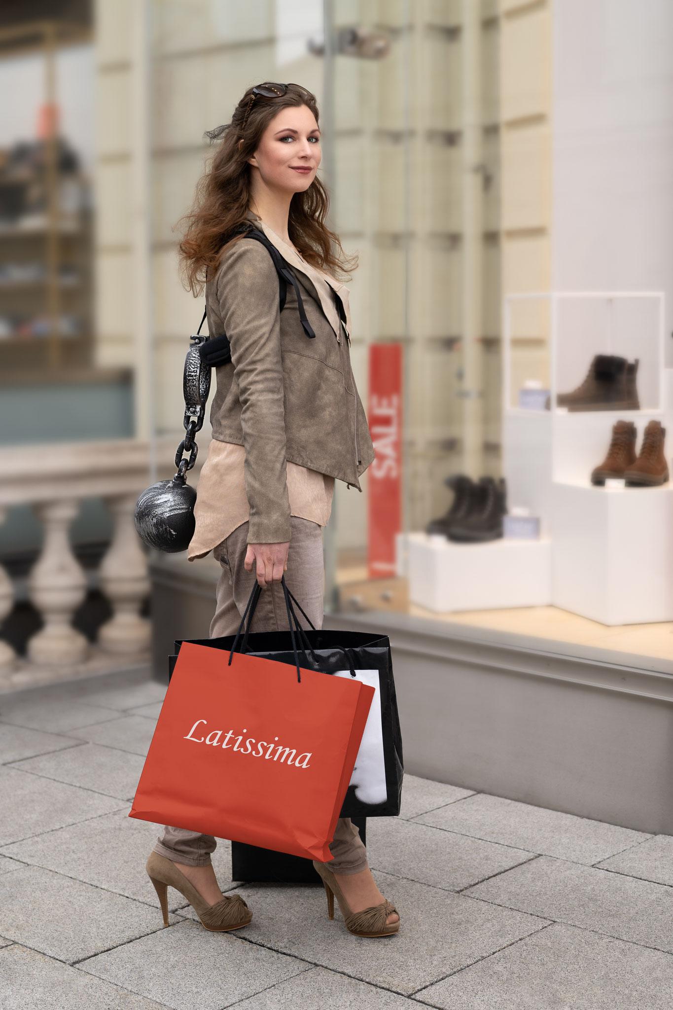 LATISSIMA - Gerade beim Shopping...