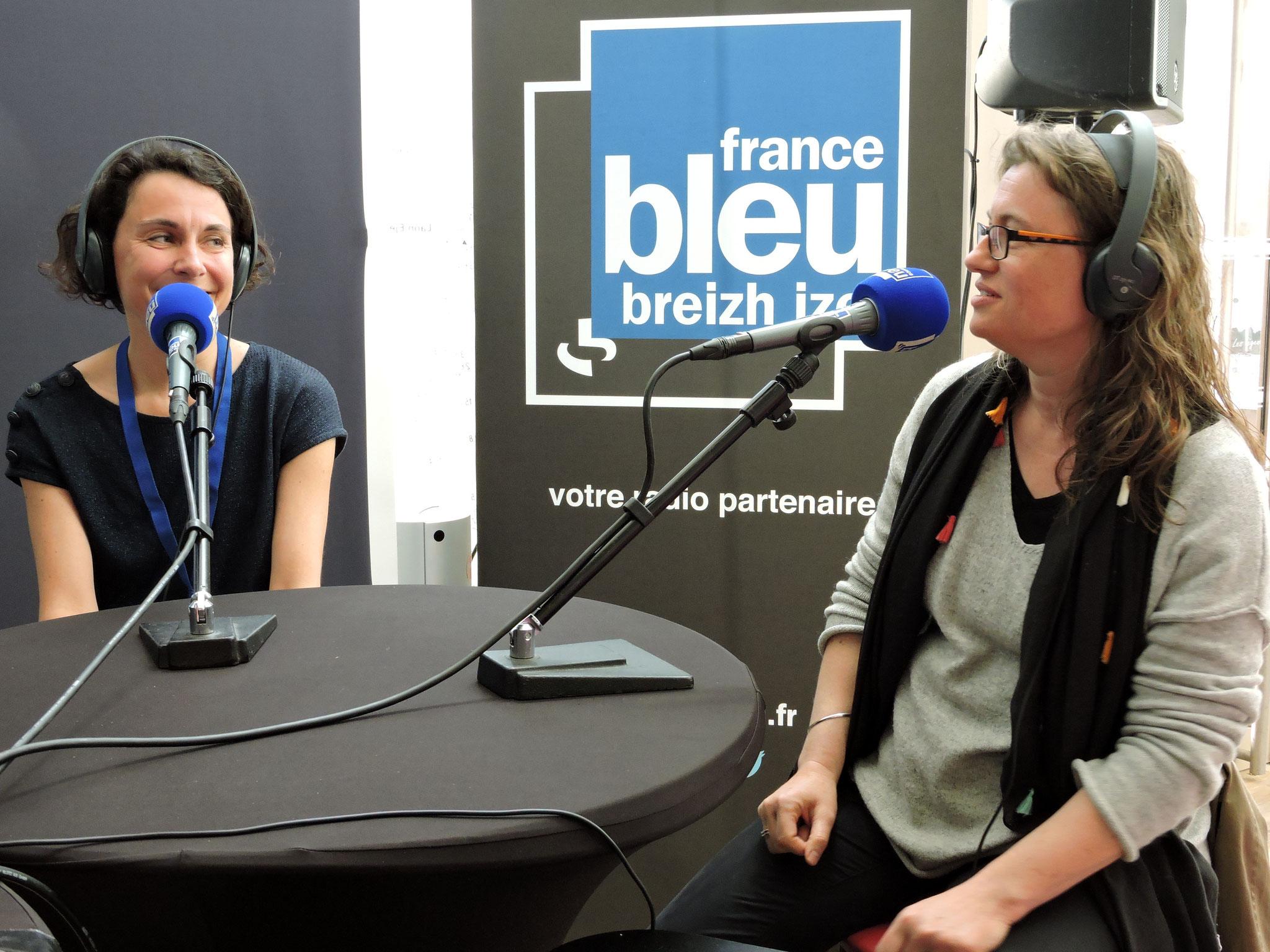 Jessie Magana et Sigrid Baffert en direct sur France Bleu Breizh Izel © C. Le Bonhomme
