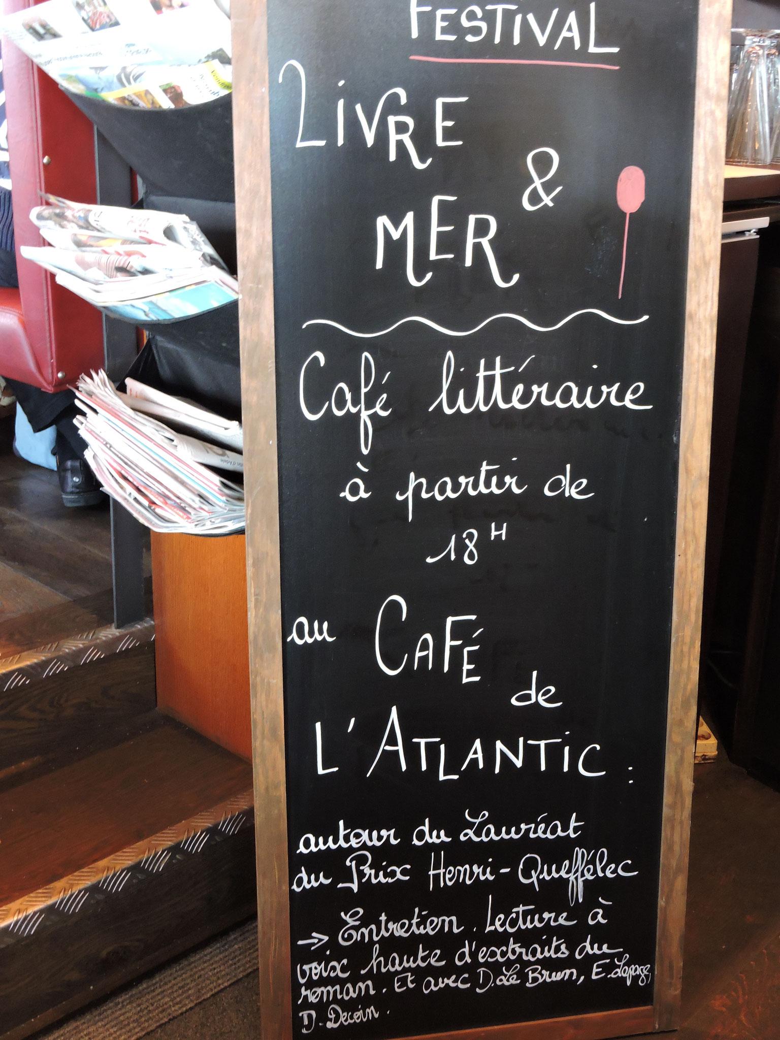 Annonce au Café de l'Atlantic © C. Le Bonhomme
