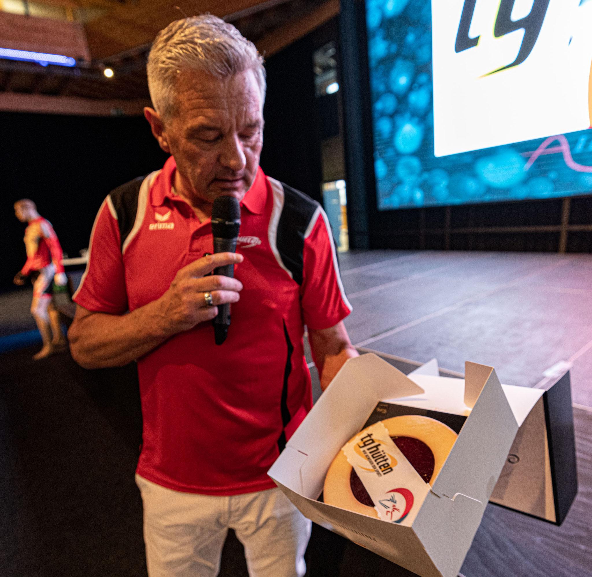 Urs würdigt Laurien van den Graaf für die silberne Medaille an der Nordisch WM im Team Sprint