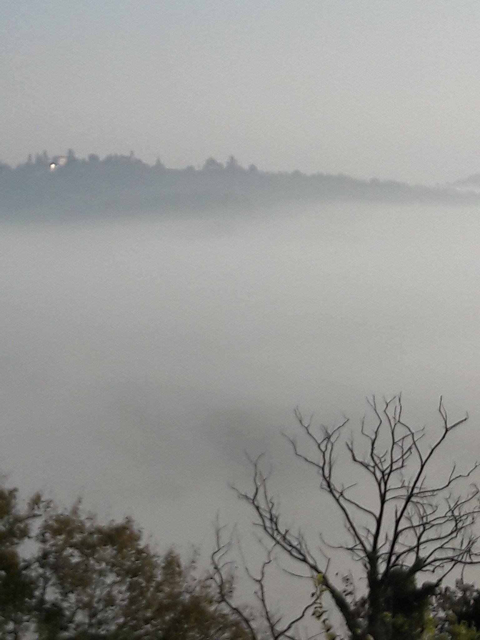 Réveil dans la mer de nuages pour les privilégiés qui étaient au manoir de Cristoforo Colombo
